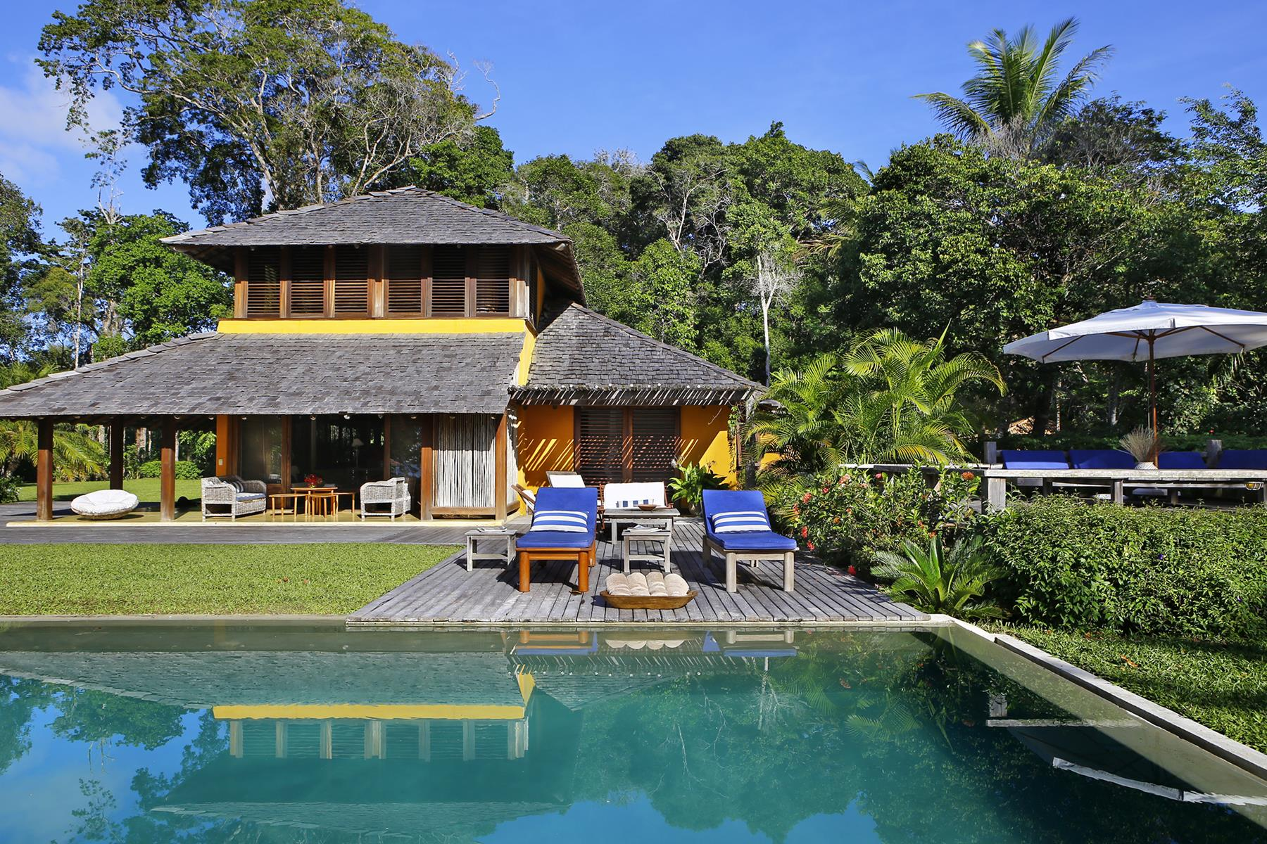 Single Family Homes por un Venta en House overlooking the Atlantic Forest and the ocean Trancoso, Bahia Brasil