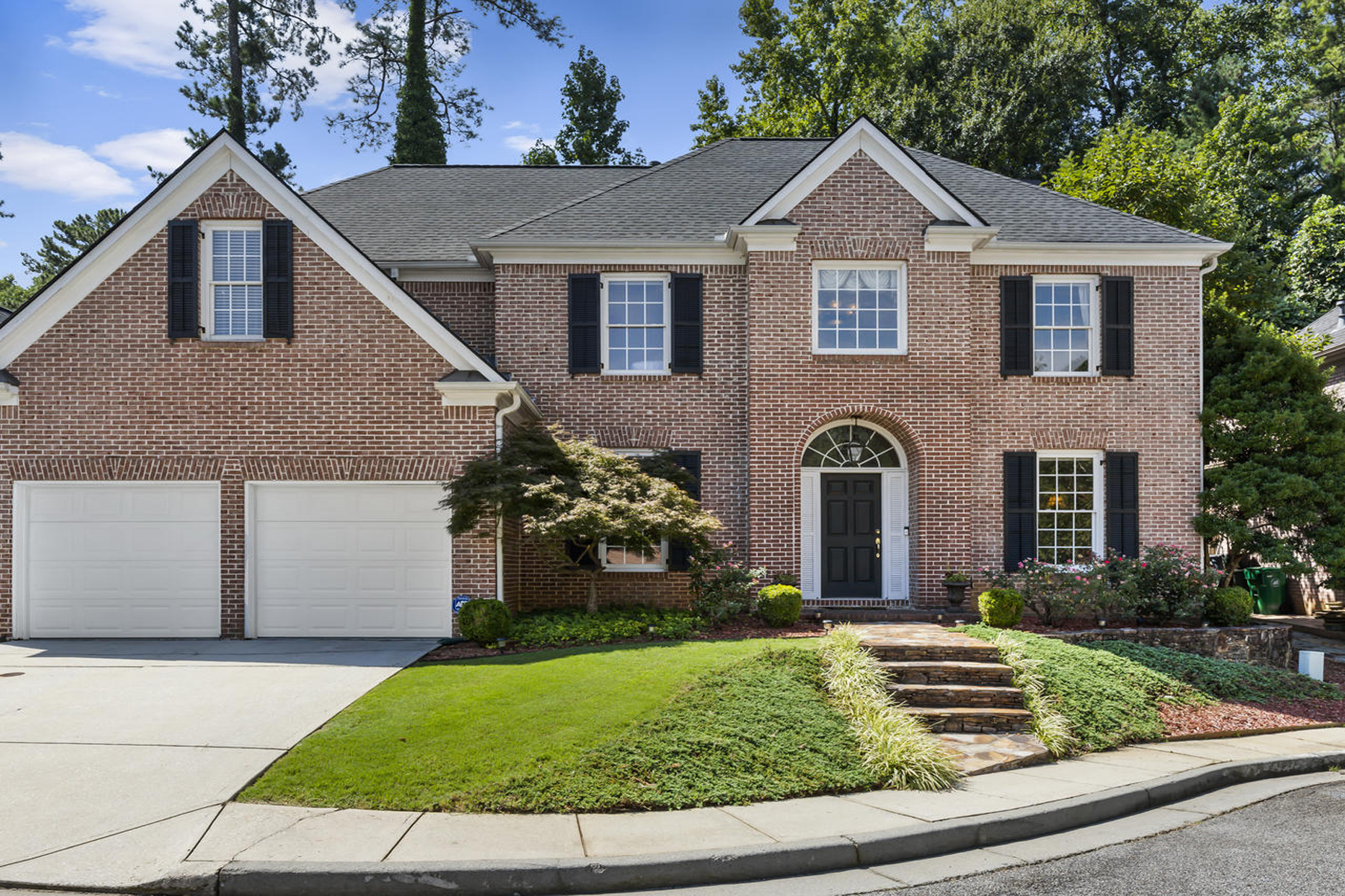 Single Family Homes por un Venta en Wonderful Brick Traditional in Desirable Henderson Chase 2688 Henderson Chase Court, Tucker, Georgia 30084 Estados Unidos