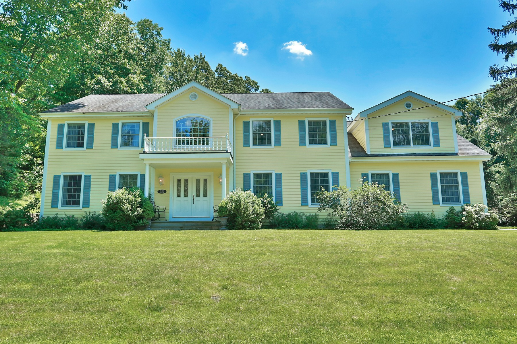 Single Family Homes 為 出售 在 Spacious Country Home 352 Croton Dam Rd, Ossining, 纽约 10562 美國