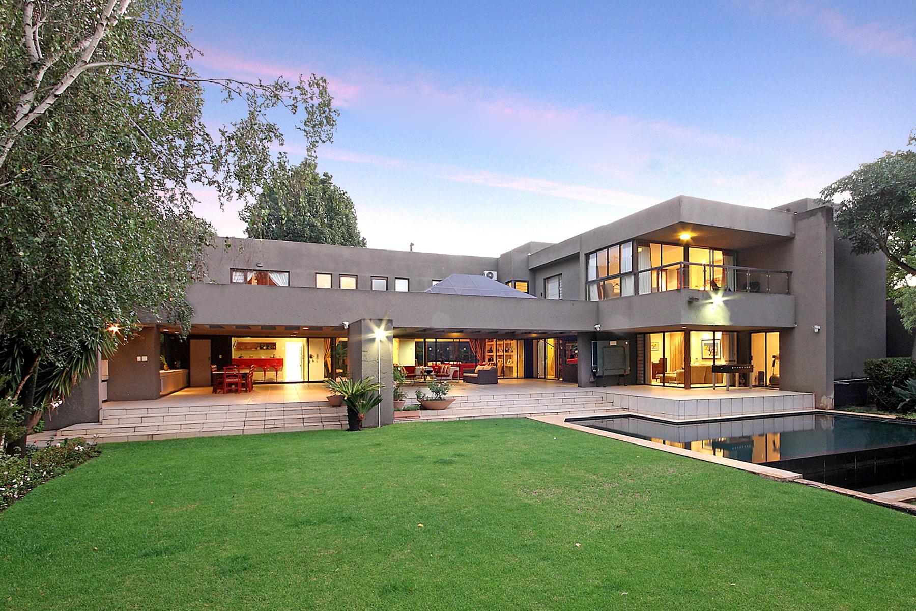 Casa para uma família para Venda às Morningside Johannesburg, Gauteng, 2057 África Do Sul