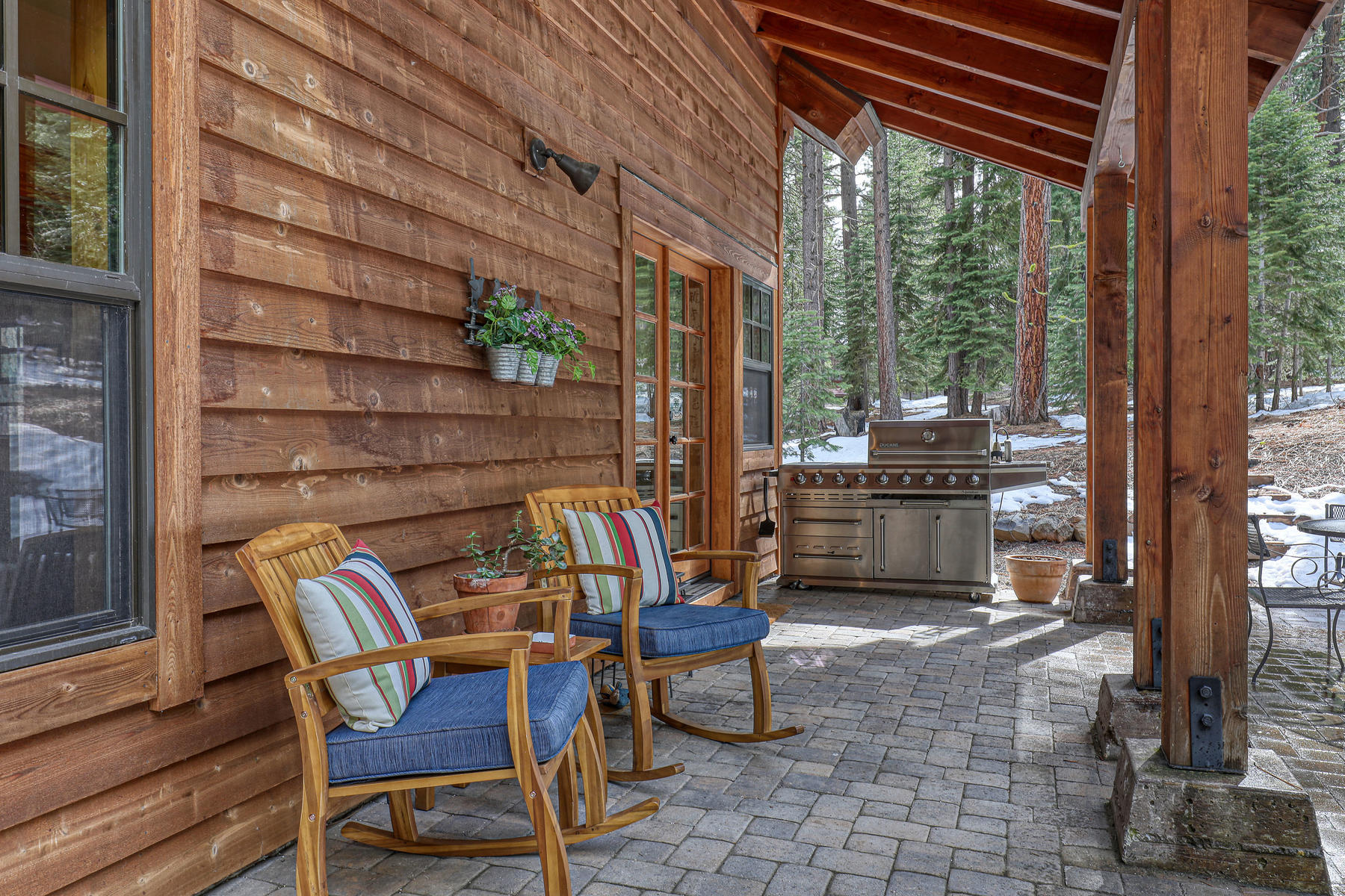 Additional photo for property listing at Pine Forest Retreat 12690 Granite Drive Truckee, California 96161 United States