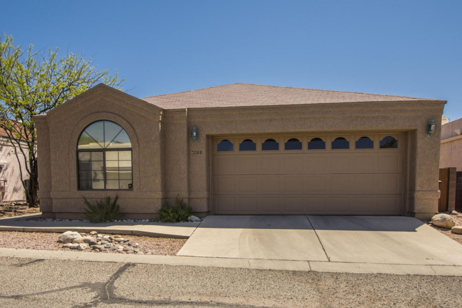 Single Family Home for Sale at Great Patio Home! 6100 N Reliance Drive Tucson, Arizona, 85704 United States