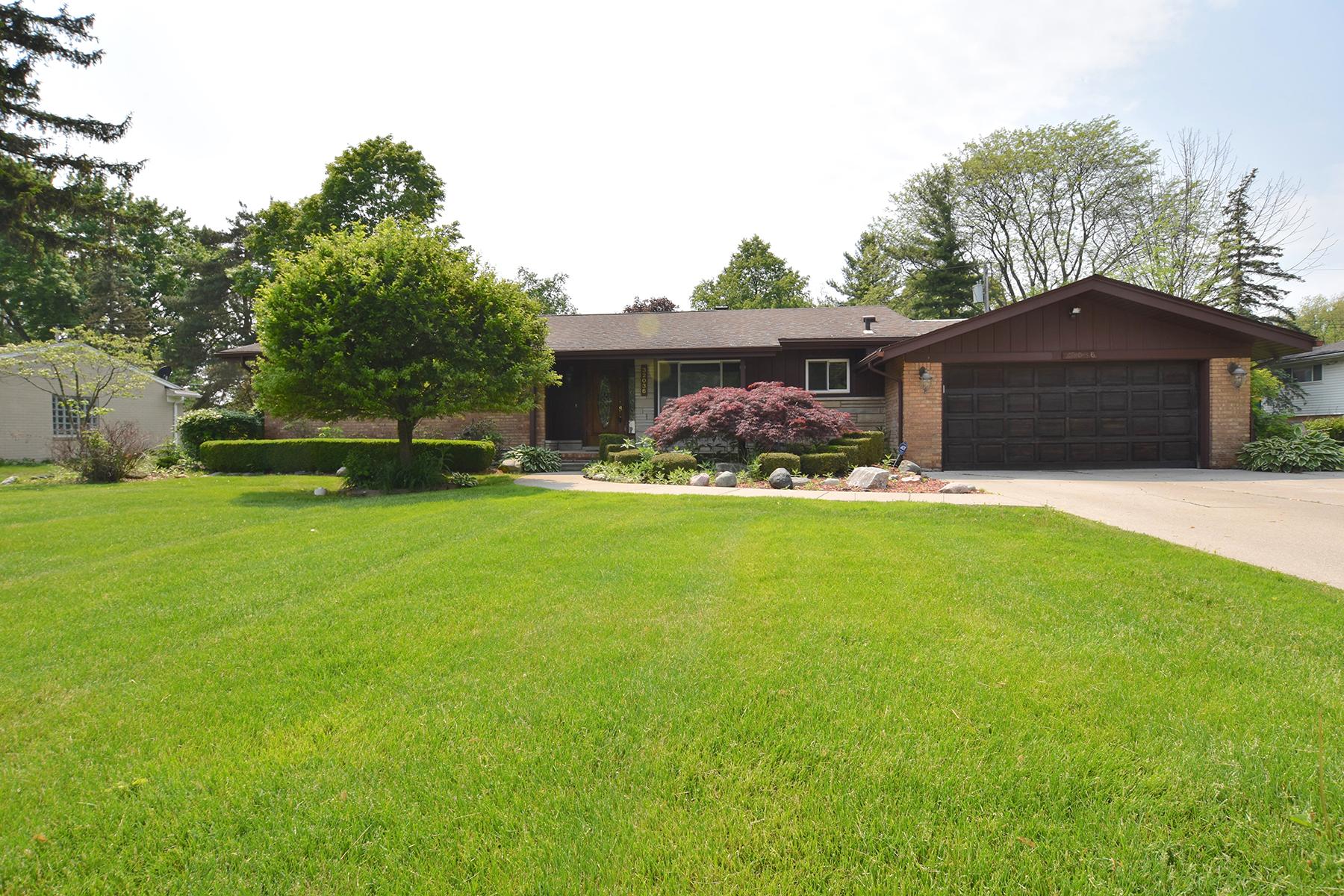 Single Family Homes for Sale at Farmington Hills 32036 Red Clover Road Farmington Hills, Michigan 48334 United States