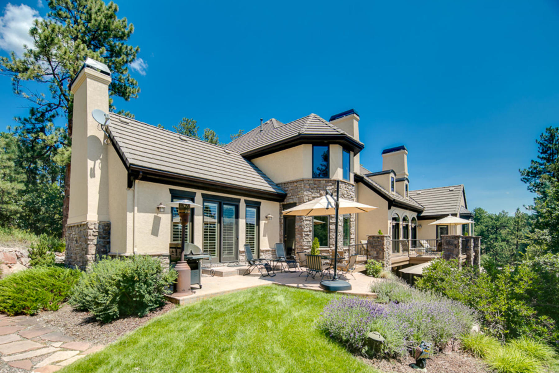 Single Family Homes for Active at Sophisticated design & timeless elegance in this mountain hideaway. 228 Hidden Valley Ln Castle Rock, Colorado 80108 United States