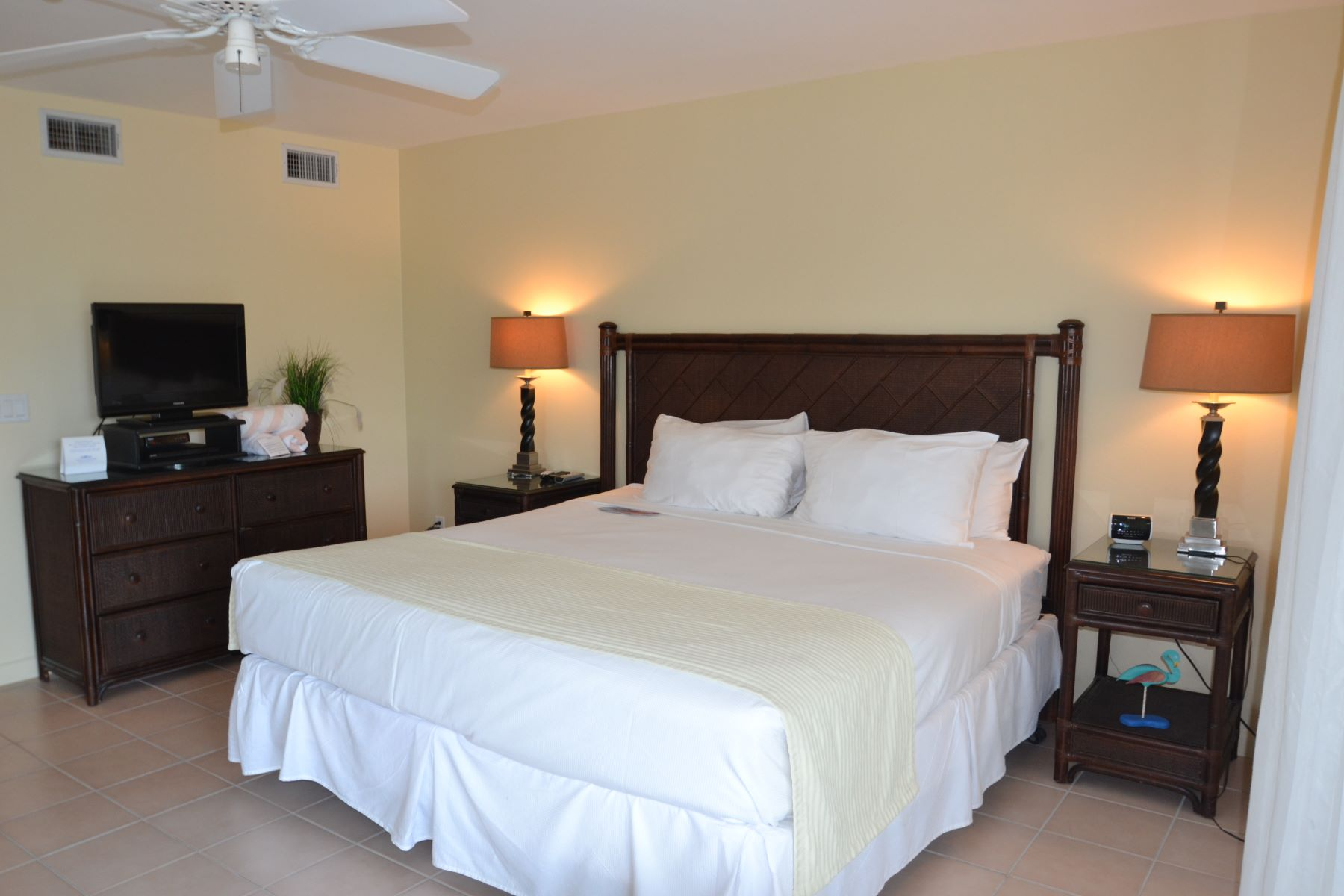 Additional photo for property listing at Ocean Club Resorts ~ Suite 9202 Ocean Club - Suite 9202 Grace Bay, Providenciales TKCA 1ZZ Îles Turques Et Caïques