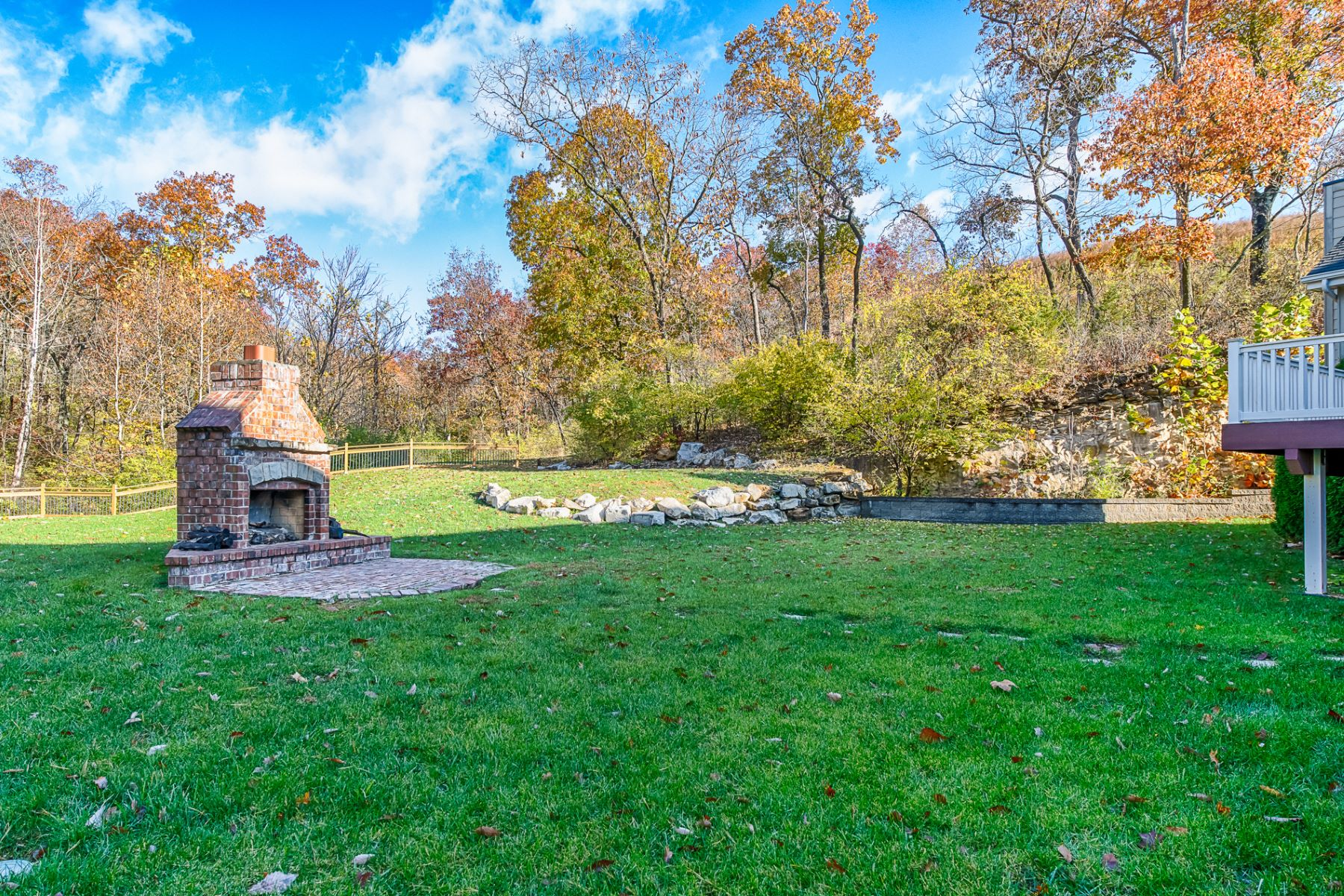 Additional photo for property listing at Cragwold Rd 11297 Cragwold Road Kirkwood, Missouri 63122 United States