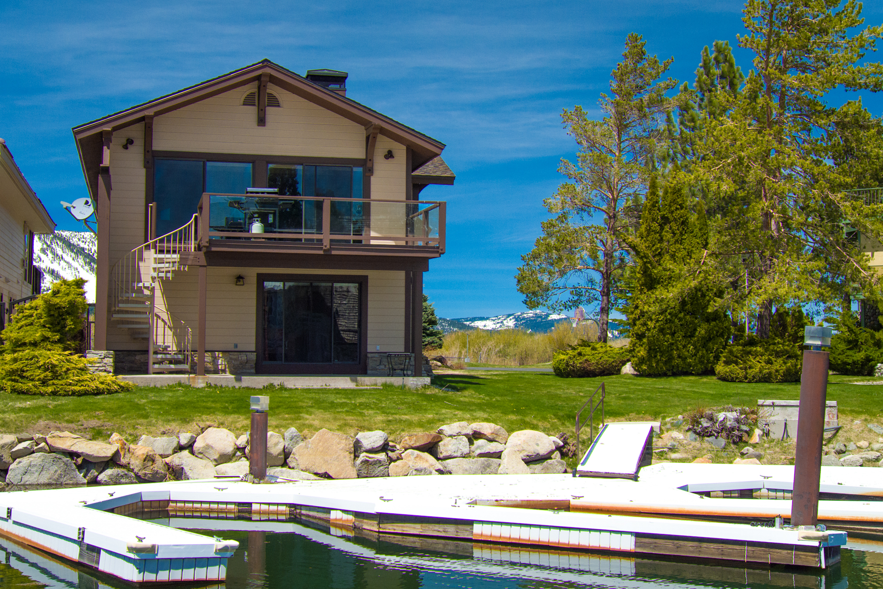 Additional photo for property listing at 5 Lighthouse Shores Drive, South Lake Tahoe, California 96150  South Lake Tahoe, California 96150 United States