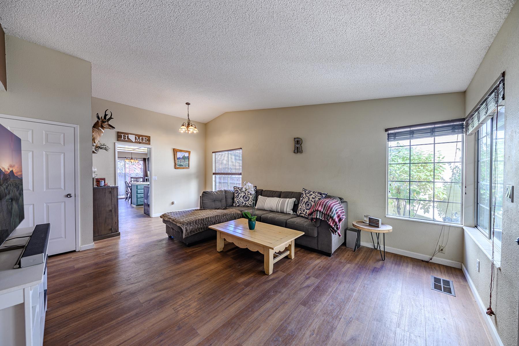 Single Family Homes pour l Vente à 1287 Express Street, Sparks, Nevada Sparks, Nevada 89434 États-Unis