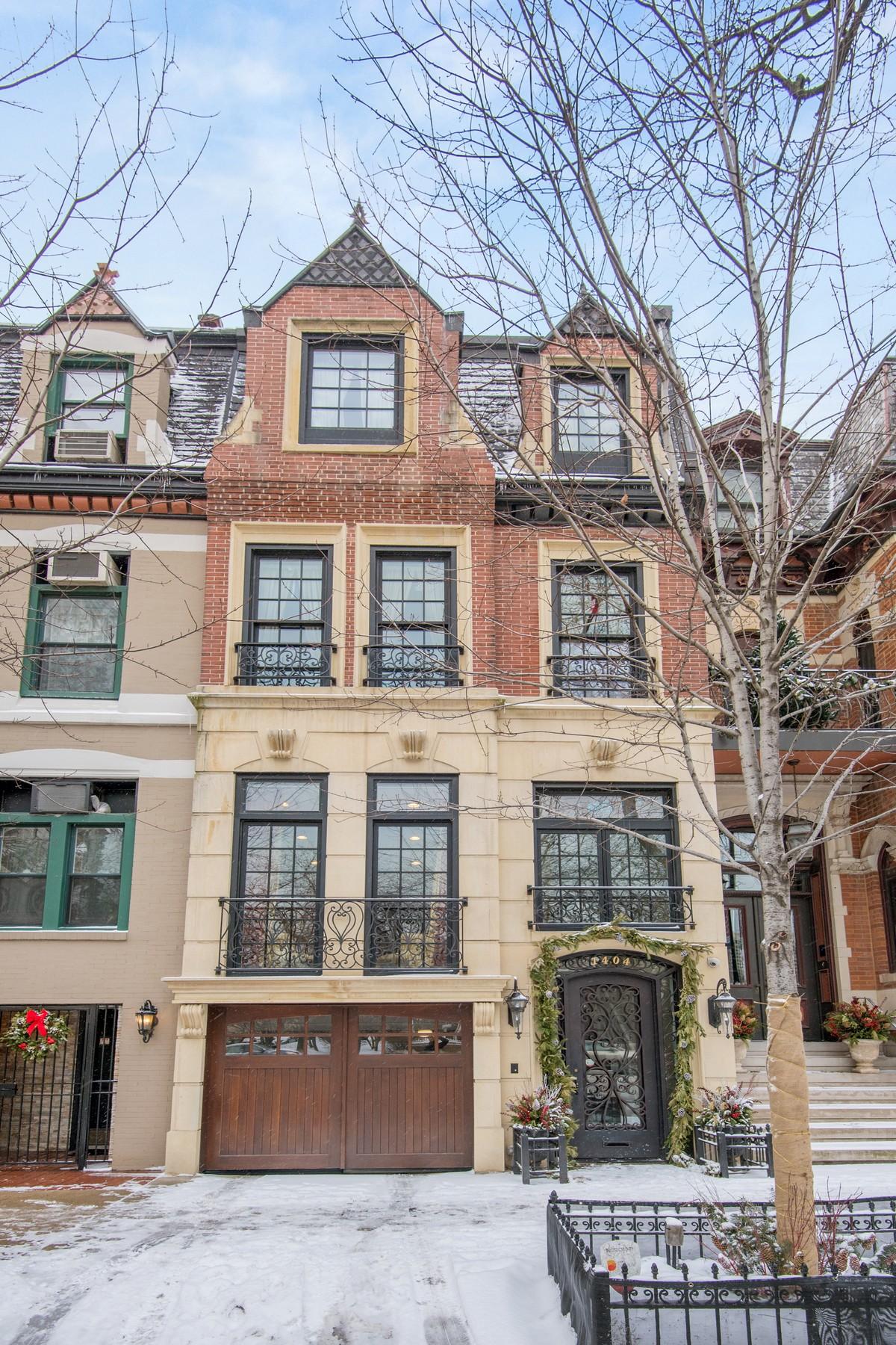 Частный односемейный дом для того Продажа на Recently Renovated Gold Coast Home 1404 N LaSalle Drive, Near North Side, Chicago, Иллинойс, 60610 Соединенные Штаты