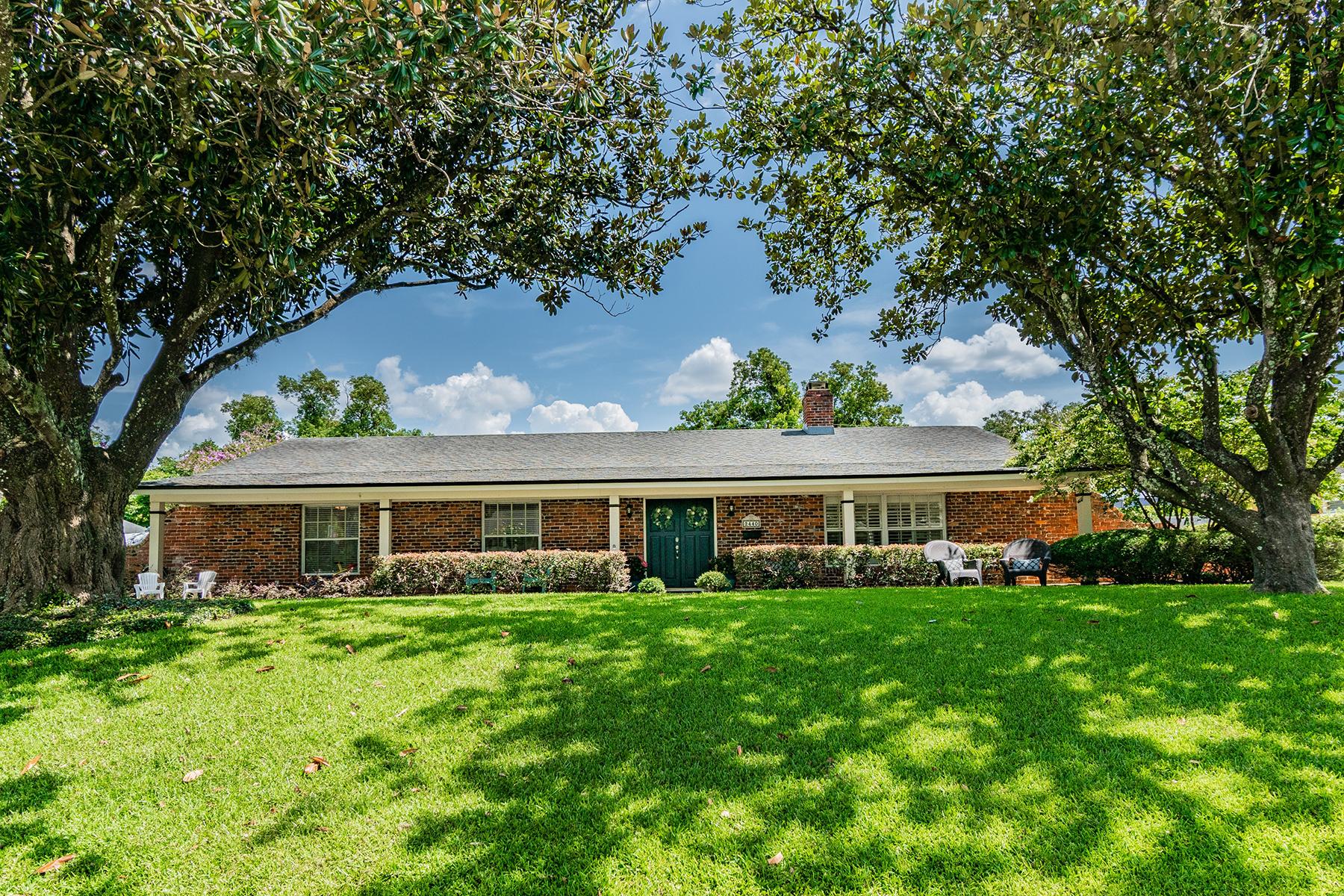 Single Family Homes para Venda às MAITLAND 2440 Mcintosh Way, Maitland, Florida 32751 Estados Unidos