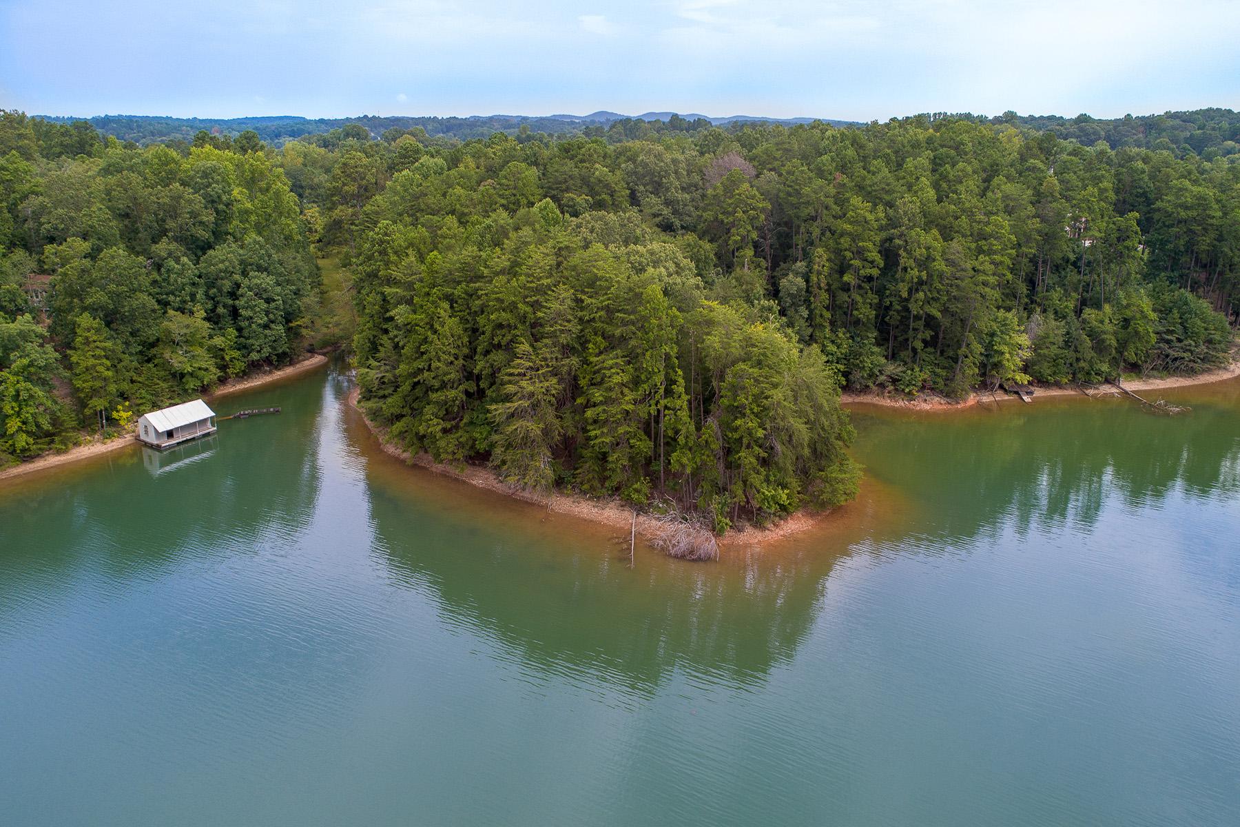 Terrain pour l Vente à Lake Lanier Acreage With Two Boat Dock Permits 7385 Heard Road, Cumming, Georgia 30041 États-Unis