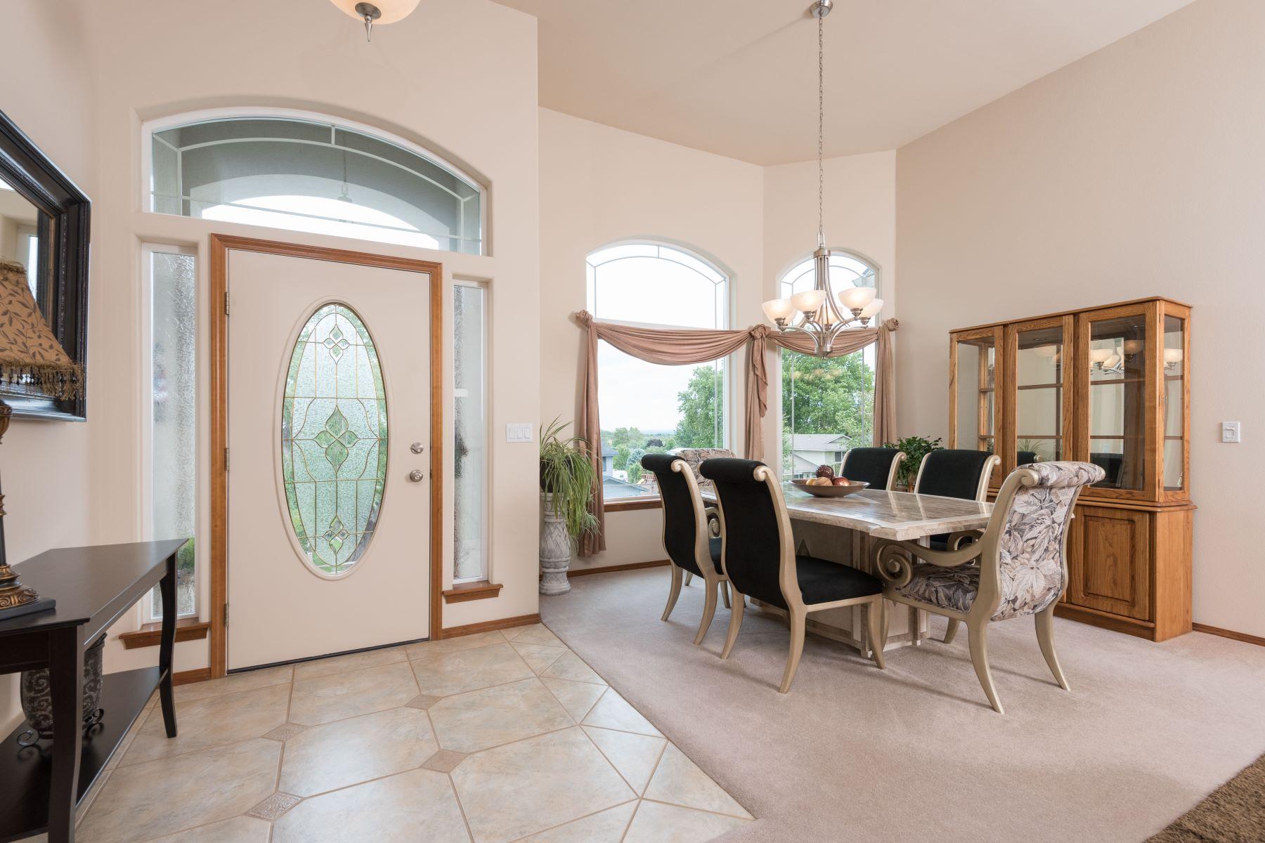 Частный односемейный дом для того Продажа на Fantastic city views and privacy 6047 W 20th Ave Kennewick, Вашингтон 99338 Соединенные Штаты