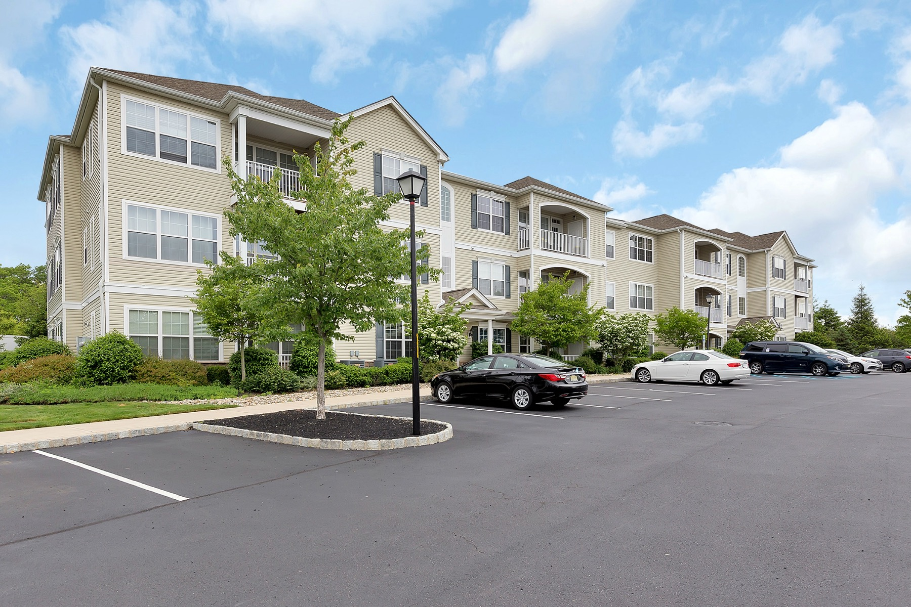 Condominio por un Venta en Mill Ponds 337 Mill Pond Way, Eatontown, Nueva Jersey 07724 Estados Unidos