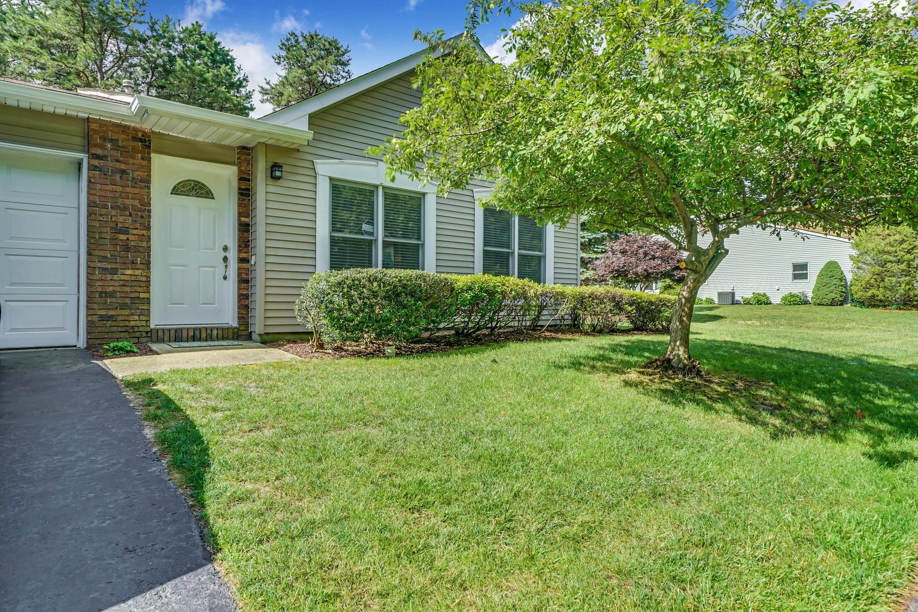 Maison unifamiliale pour l Vente à Bright and Spacious 206 Deanne Dr 1000, Lakewood, New Jersey 08701 États-Unis