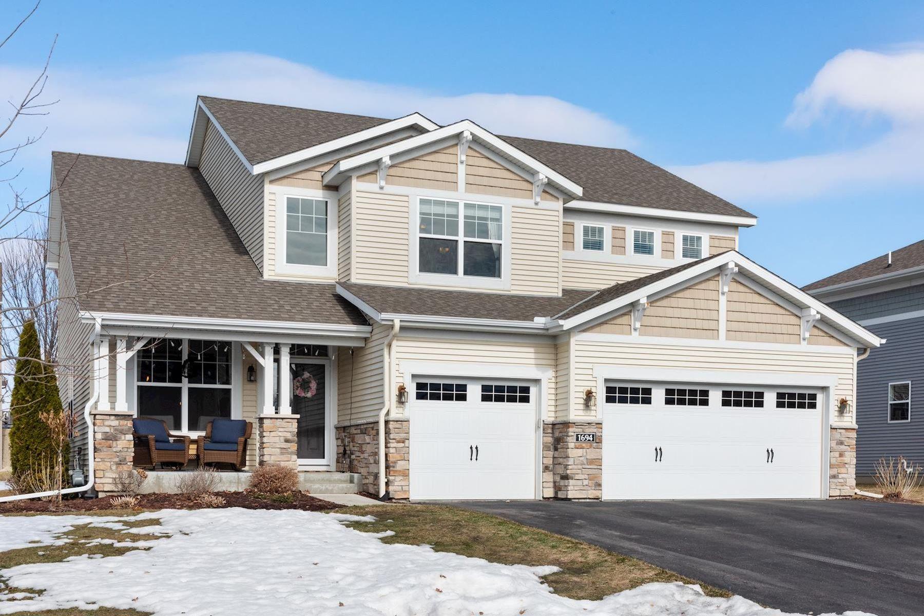 Single Family Homes für Verkauf beim Spectacular 5 Bedroom Turn Key Home in Chanhassen 1694 Hemlock Way, Chanhassen, Minnesota 55317 Vereinigte Staaten