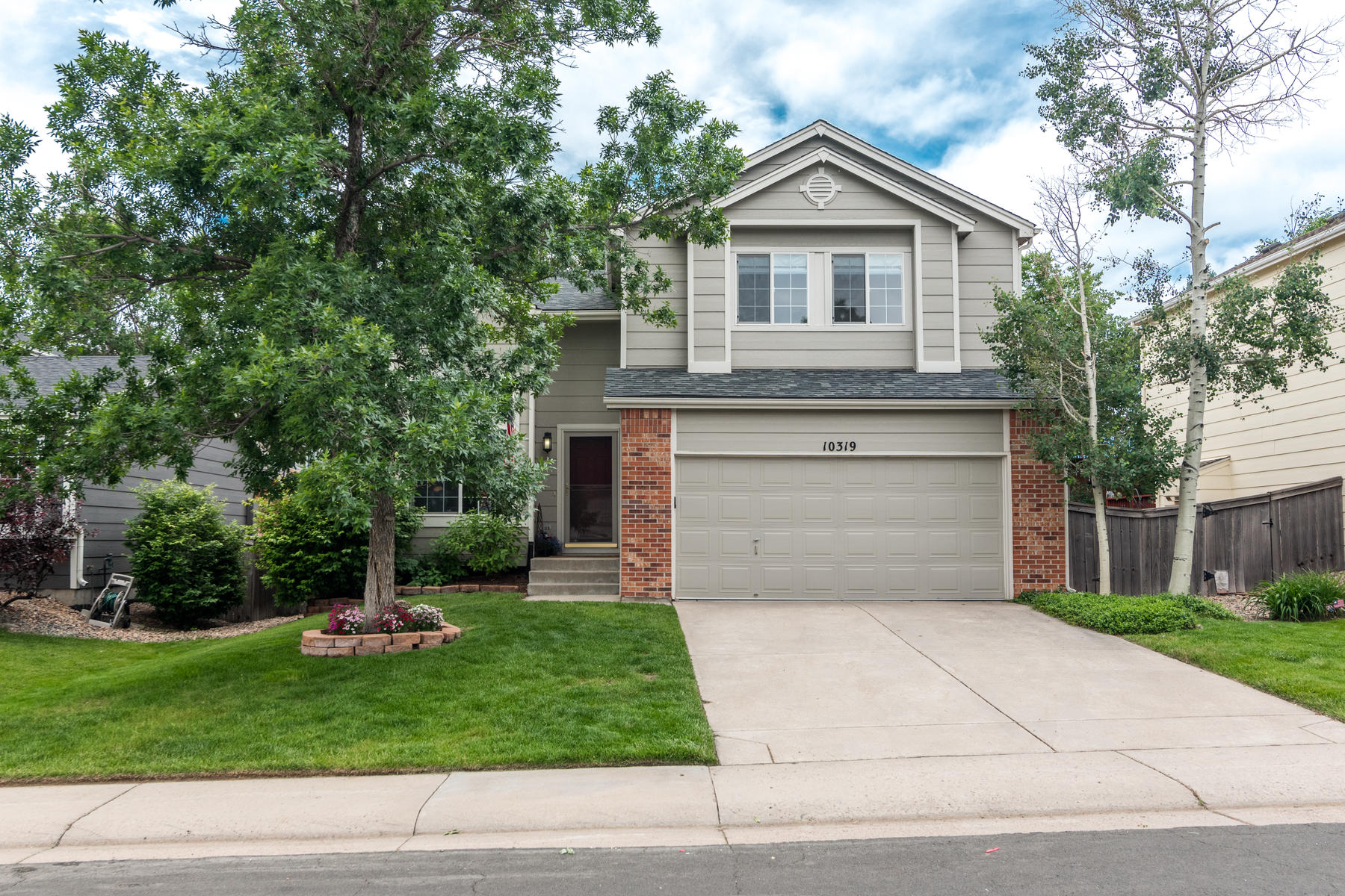 Single Family Homes for Sale at This charming home in Westridge Village is exactly what you are looking for! 10319 Woodrose Ln Highlands Ranch, Colorado 80129 United States