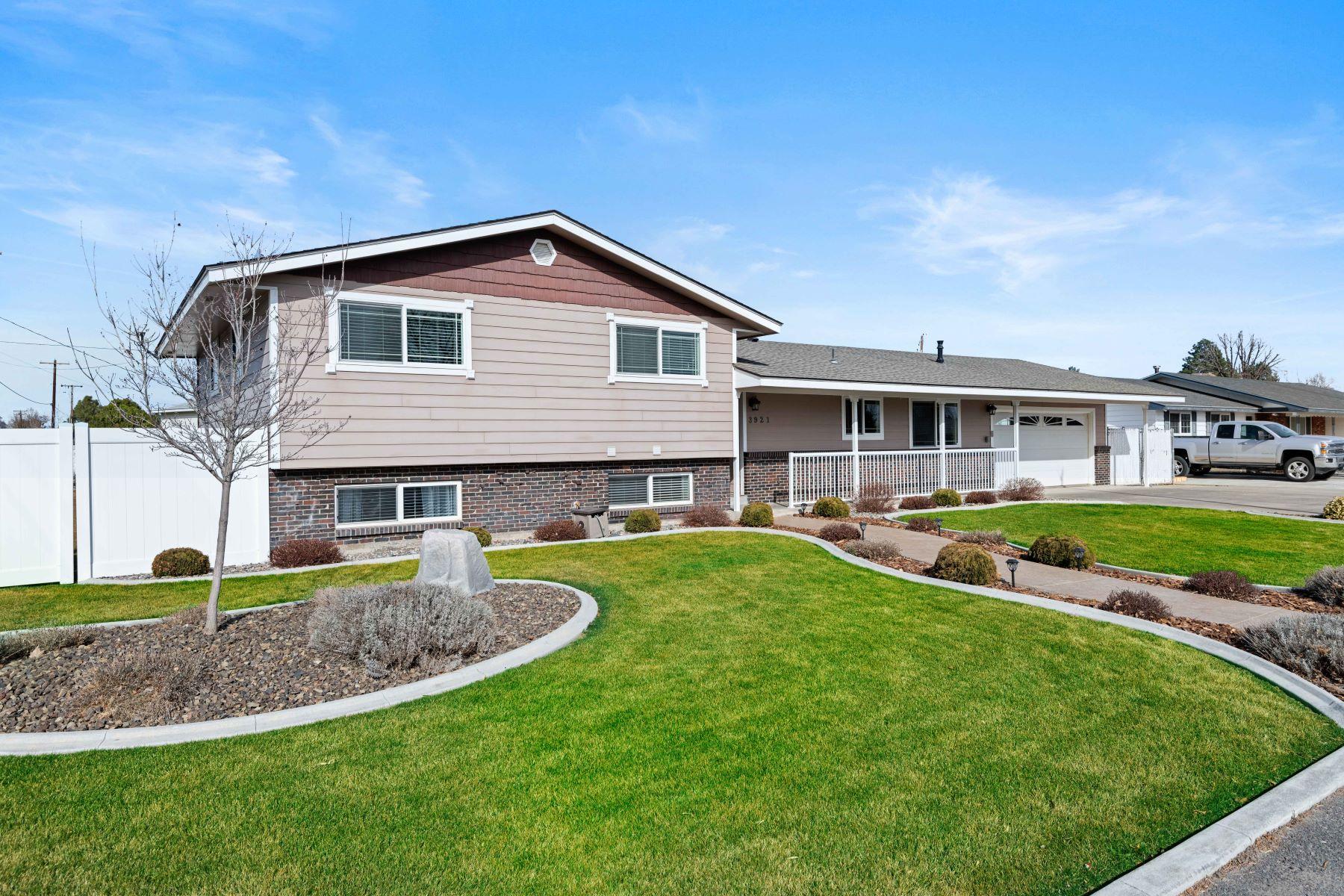 Single Family Homes 용 매매 에 Gunite Pool & Pool House 3921 W Park Street Pasco, 워싱톤 99301 미국