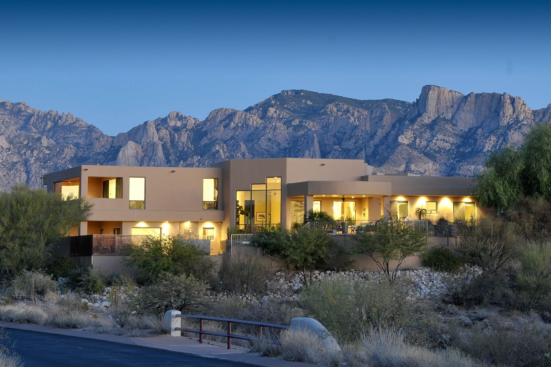 Single Family Home for Sale at Stunning Desert Contemporary Ultra-Custom Residence 12137 N Solitude Ridge Place Oro Valley, Arizona, 85755 United States