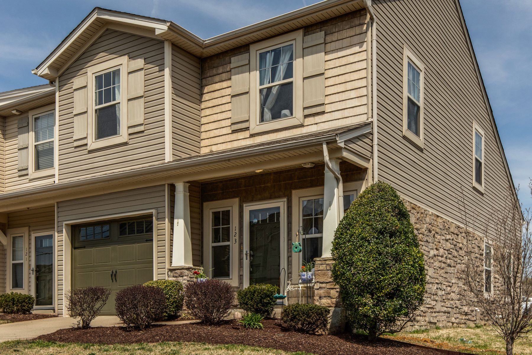 townhouses for Sale at Immaculate Hermitage Townhome 735 Tulip Grove Unit 123 Hermitage, Tennessee 37076 United States