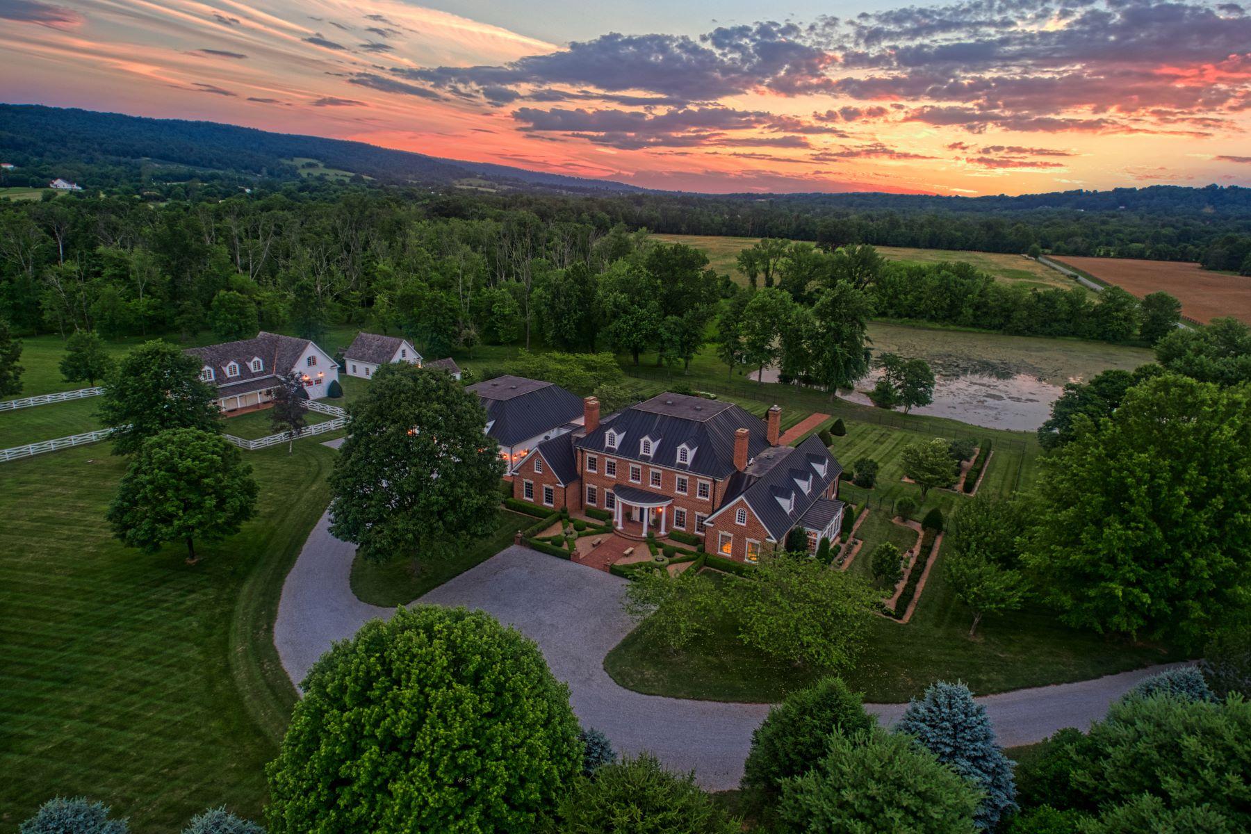 Single Family Homes pour l Vente à Monte Subasio Estate 18599 Calumet Ln, Bluemont, Virginia 20135 États-Unis