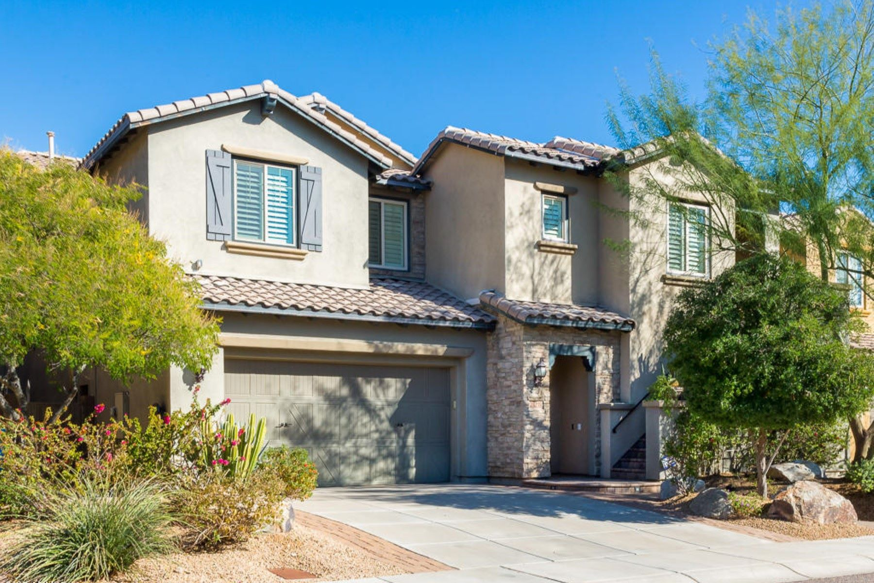 Single Family Home for Sale at Beautiful home in the highly desirable Desert Ridge neighborhood of Fireside 21215 N 38th Pl Phoenix, Arizona, 85050 United States