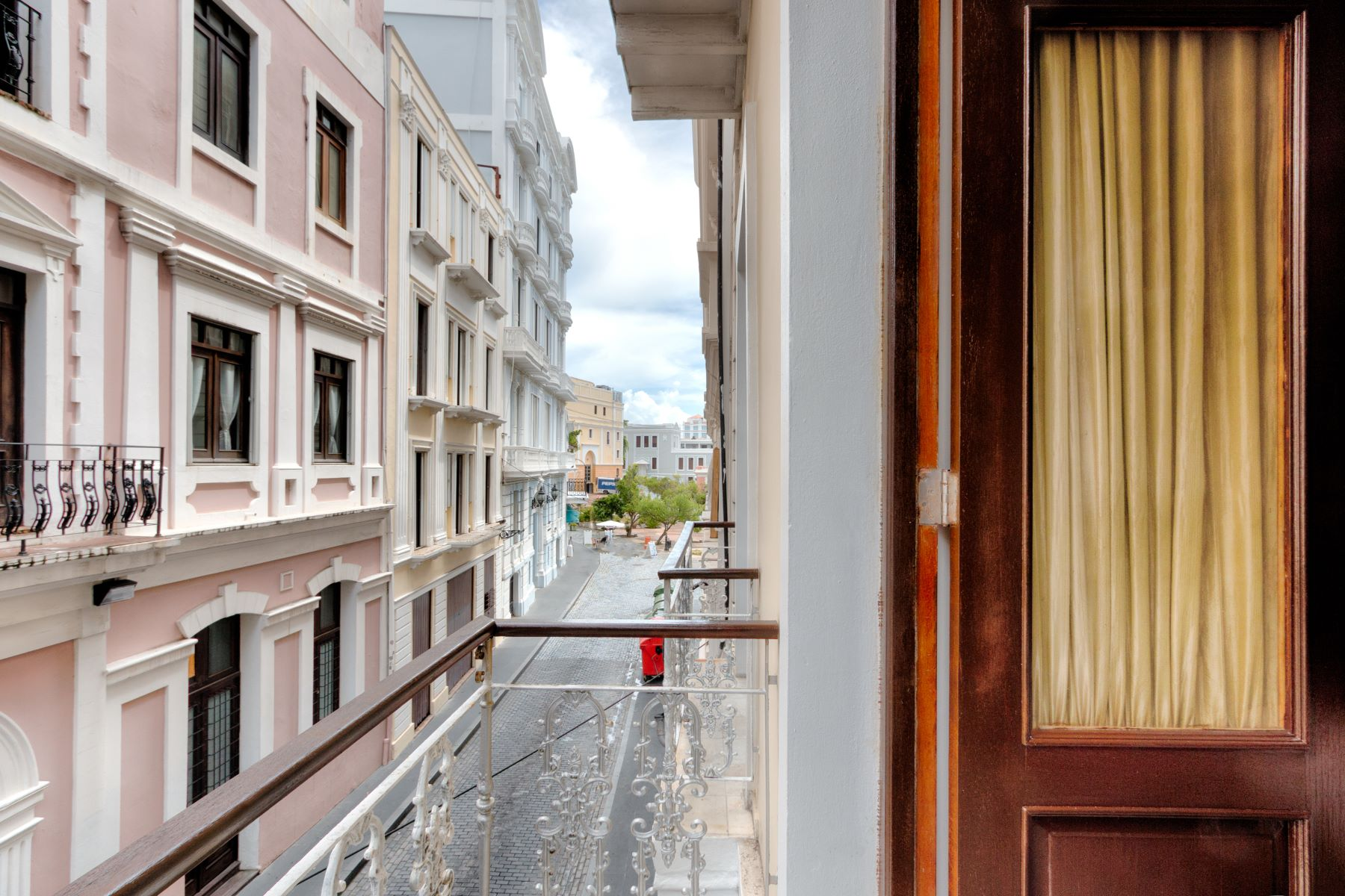 Additional photo for property listing at Private Residence in Old San Juan 329 Recinto Sur Street Old San Juan, 00901 Puerto Rico