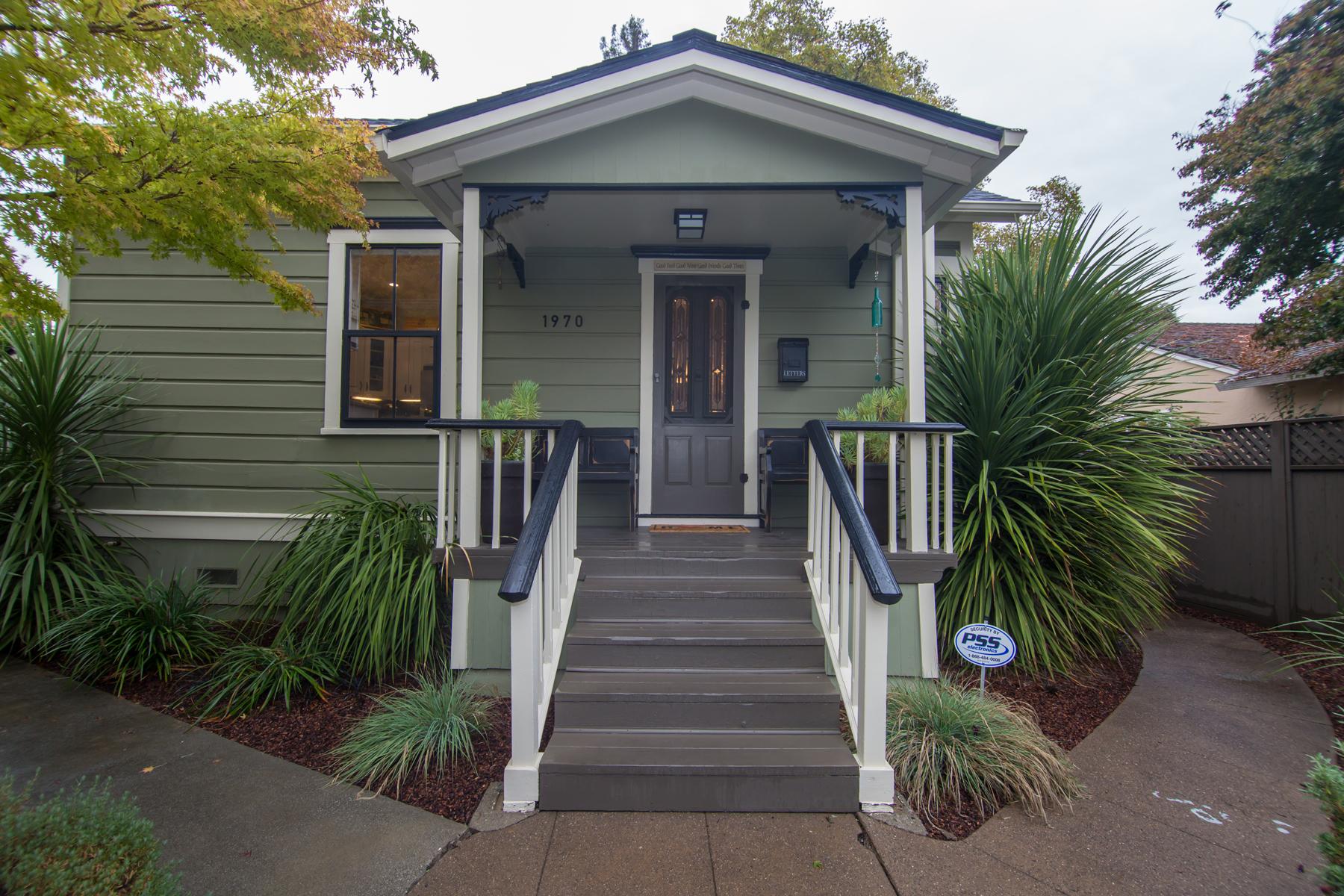 Casa Unifamiliar por un Venta en A Elegant Victorian Cottage near Downtown Napa 1970 Adrian Street Napa, California, 94559 Estados Unidos