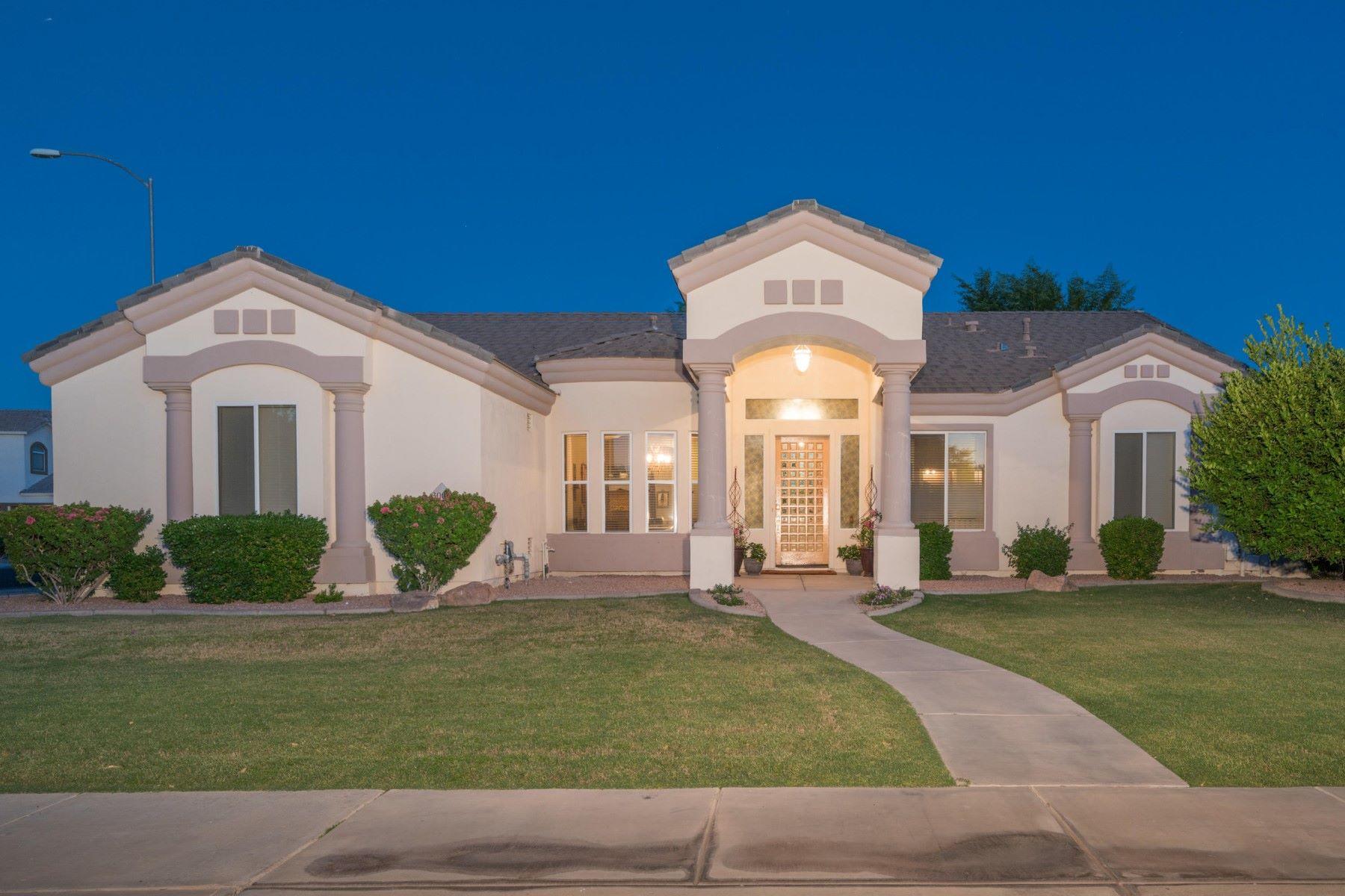 واحد منزل الأسرة للـ Sale في Beautiful custom basement home in Kensington Grove 3009 E Huber St Mesa, Arizona, 85213 United States