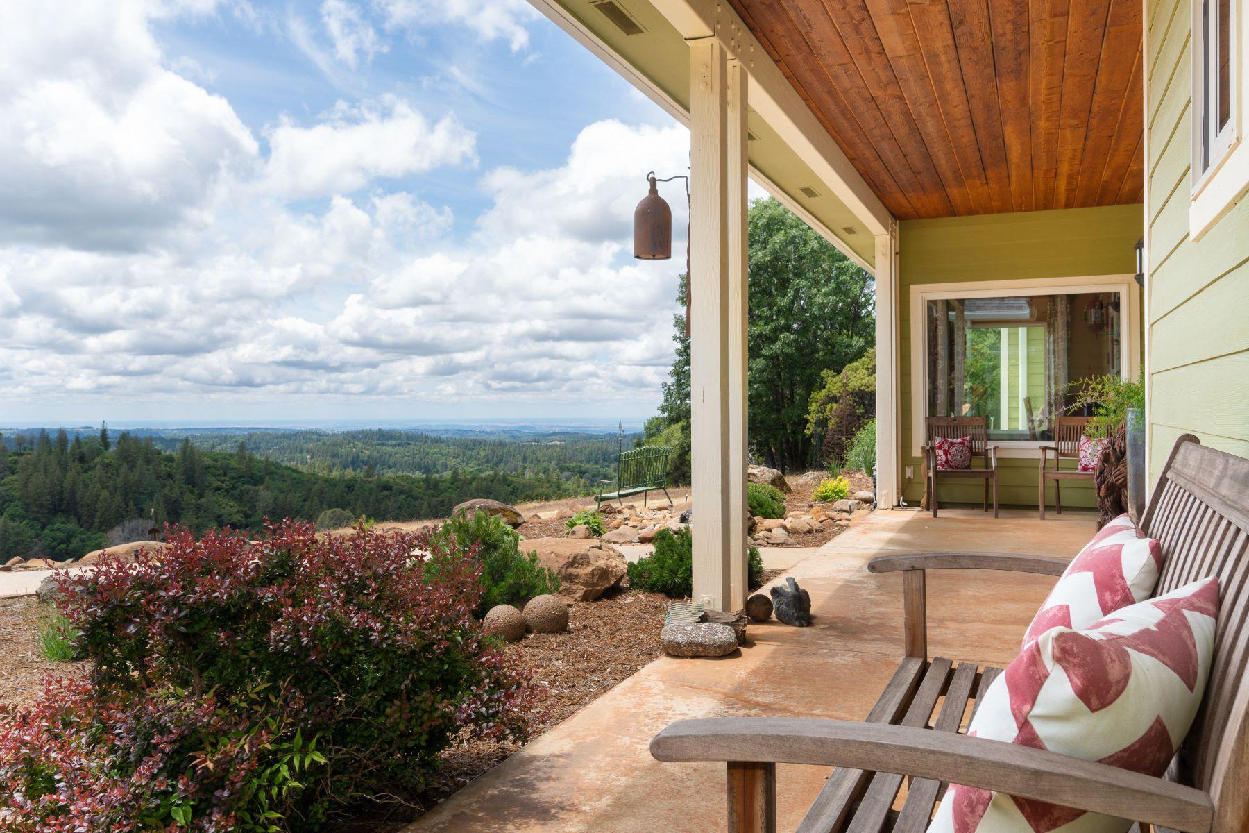 Single Family Homes por un Venta en Begin Living Your Best Lifestyle at the Hilltop Ranch 16671 Stone Jug Road Sutter Creek, California 95685 Estados Unidos