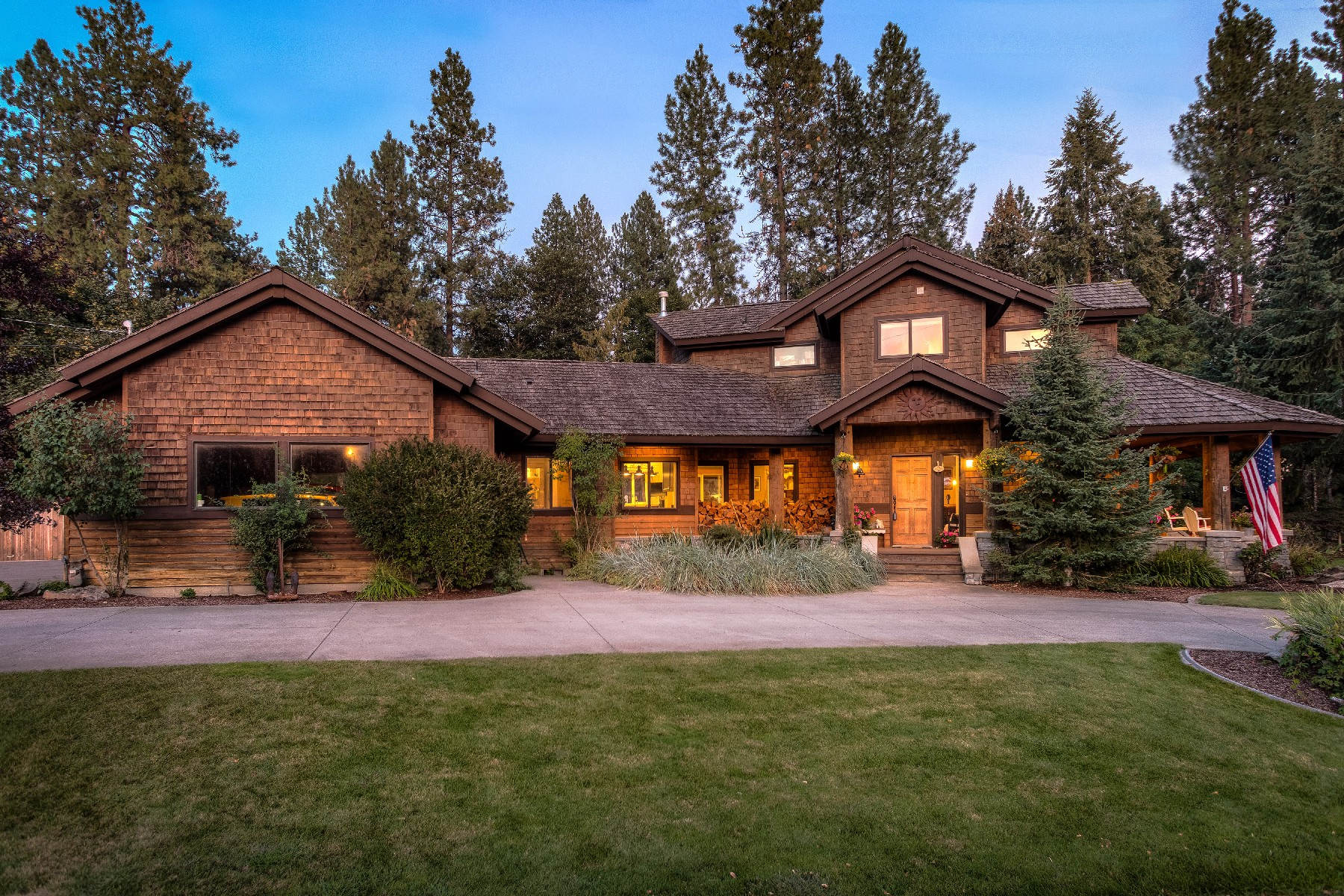 Single Family Homes for Sale at Country Club Custom Log beauty 10364 N Morris Rd Hayden Lake, Idaho 83835 United States