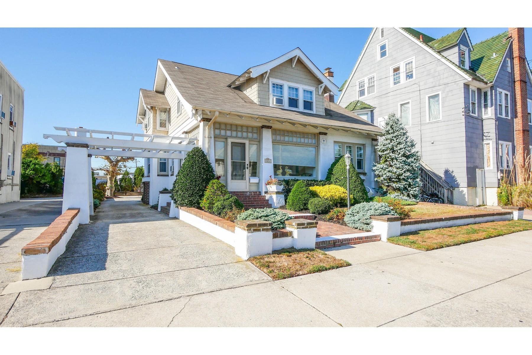 Single Family Homes للـ Sale في Charming Home 824 Atlantic Avenue, Ocean City, New Jersey 08226 United States