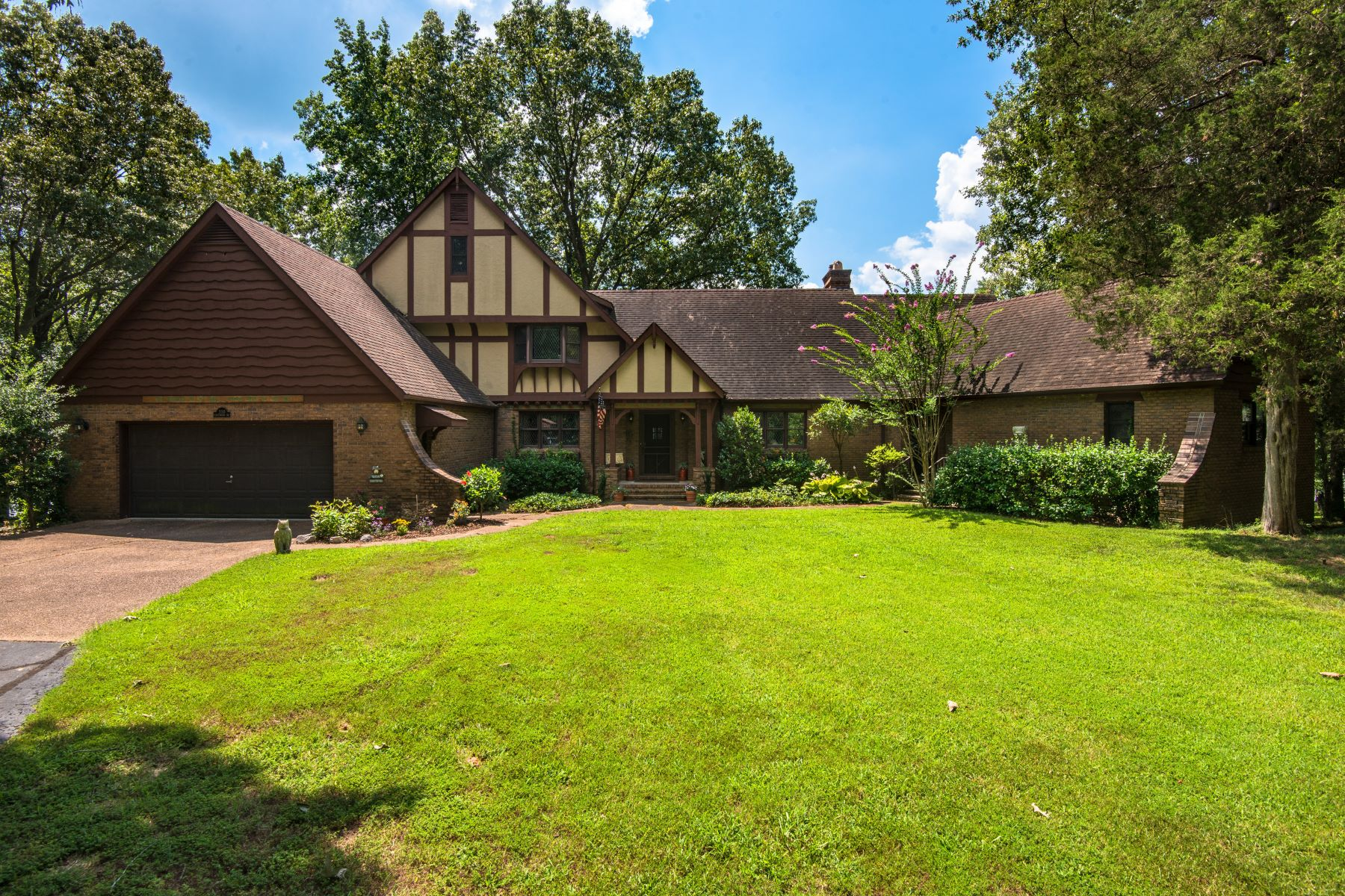 Single Family Homes 为 销售 在 550 Edgewood Drive Murray, 肯塔基州 42071 美国