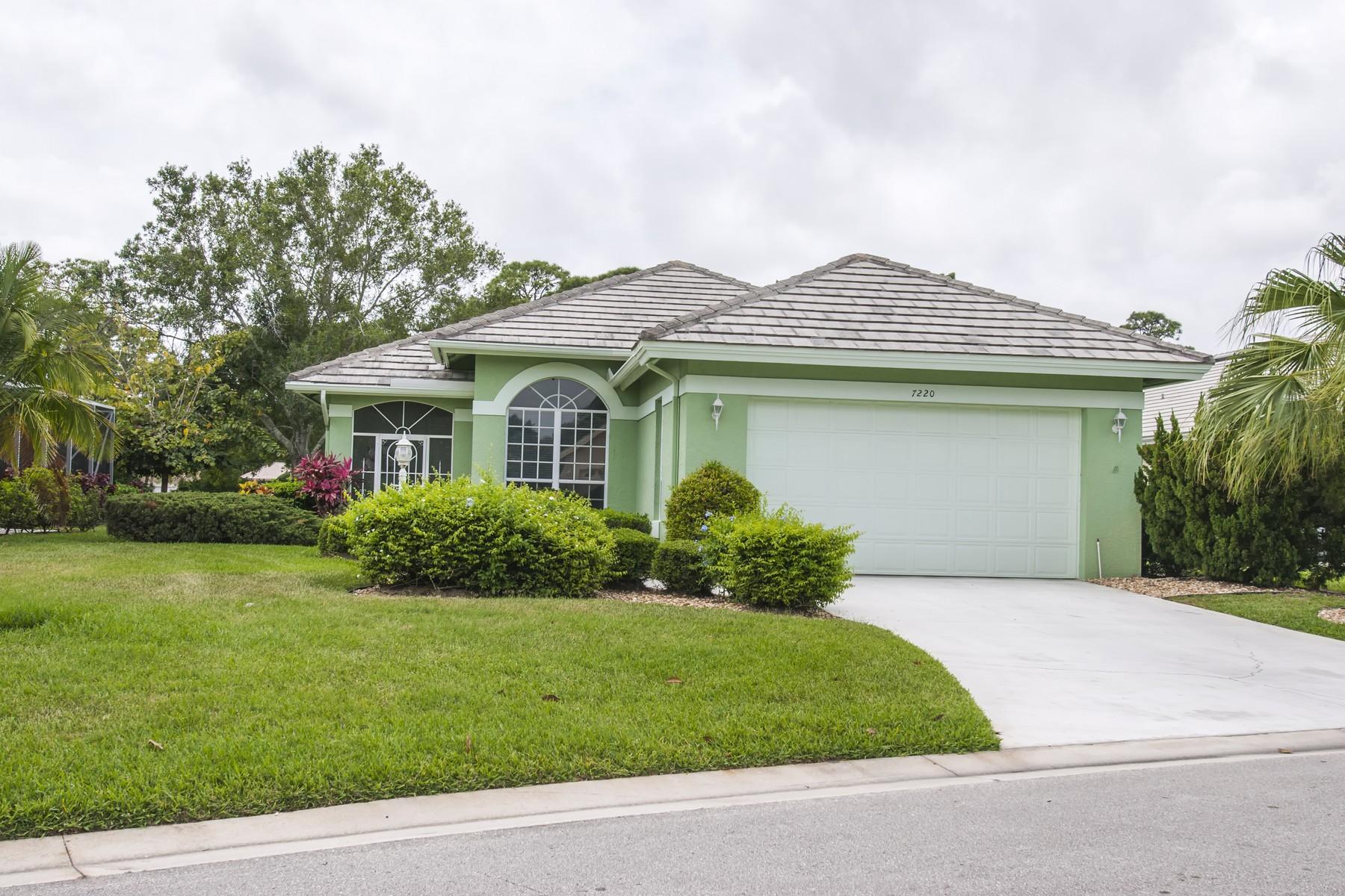 Casa para uma família para Venda às Private Setting with Lake and Preserve Views 7220 Marsh Terrace Port St. Lucie, Florida, 34986 Estados Unidos