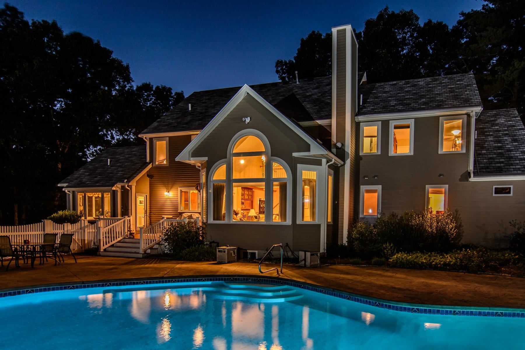 Vivienda unifamiliar por un Venta en Lovely Colonial Offers A Secluded Setting 86 Ruggles Street Westborough, Massachusetts, 01581 Estados Unidos