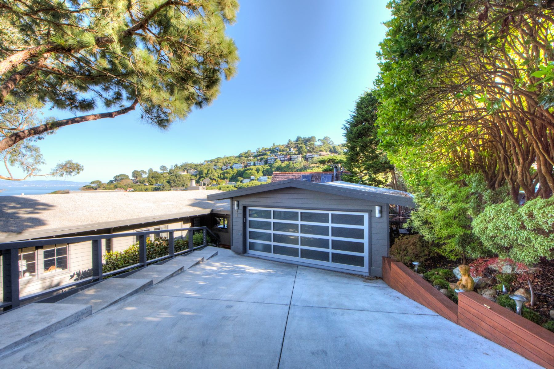 Additional photo for property listing at Contemporary with Stunning Bay Views! 51 George Lane Sausalito, California 94965 United States