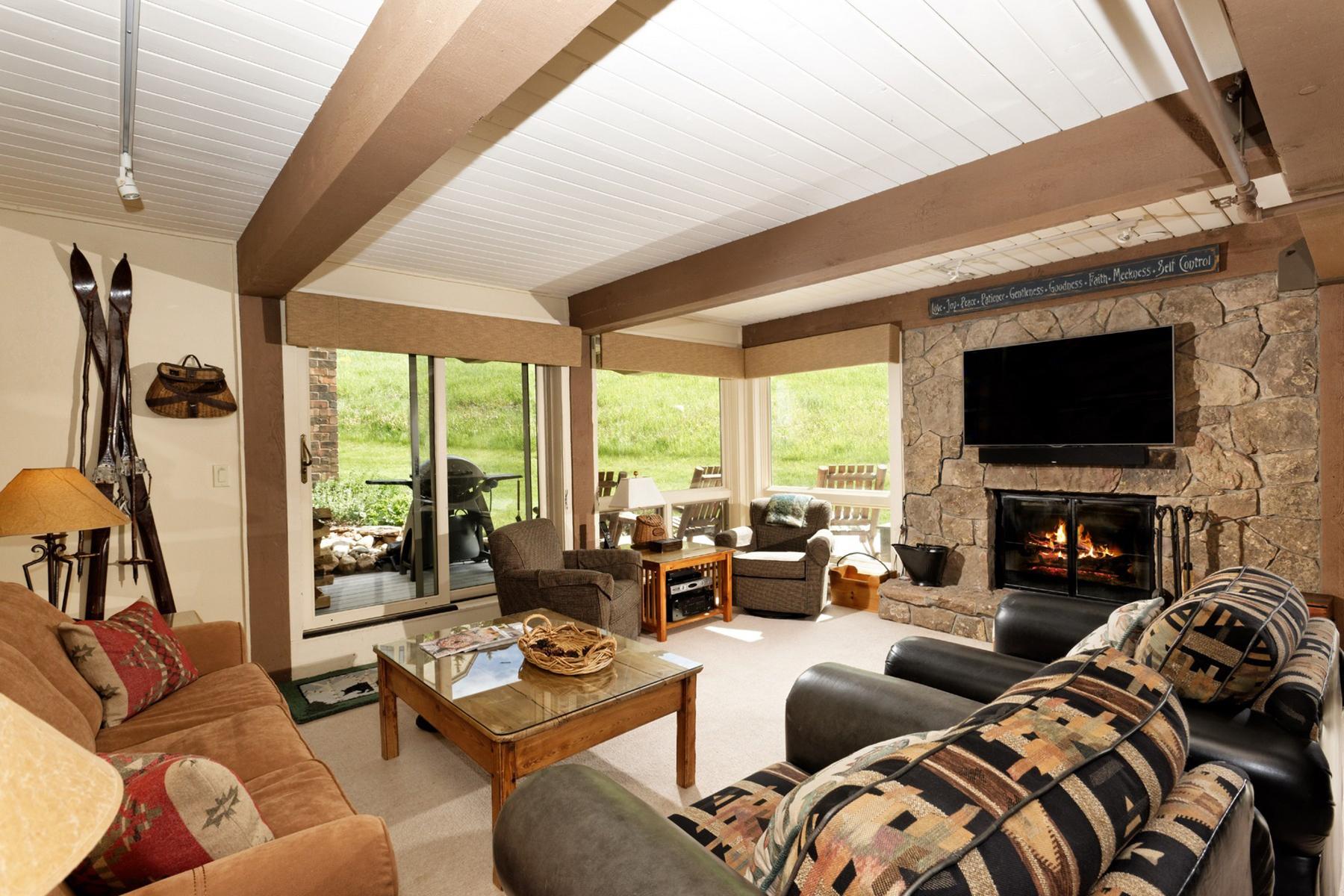 Condomínio para Venda às Enclave Unit 110 360 Wood Road Unit 110 Snowmass Village, Colorado, 81615 Estados Unidos