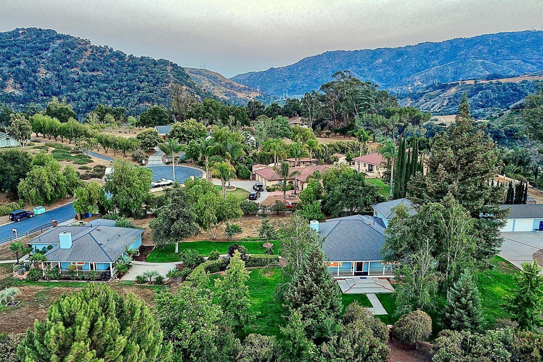 Property 为 销售 在 Oak View Horse Ranch 1159-1163 Spring Street Oak View, 加利福尼亚州 93022 美国