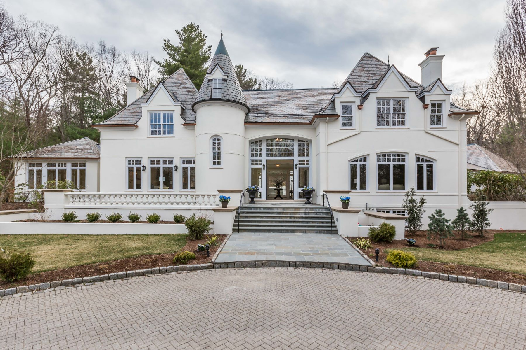 Single Family Home for Sale at Stunning Newly Renovated Wellesley Estate 190 Pond Road Wellesley, Massachusetts 02482 United States