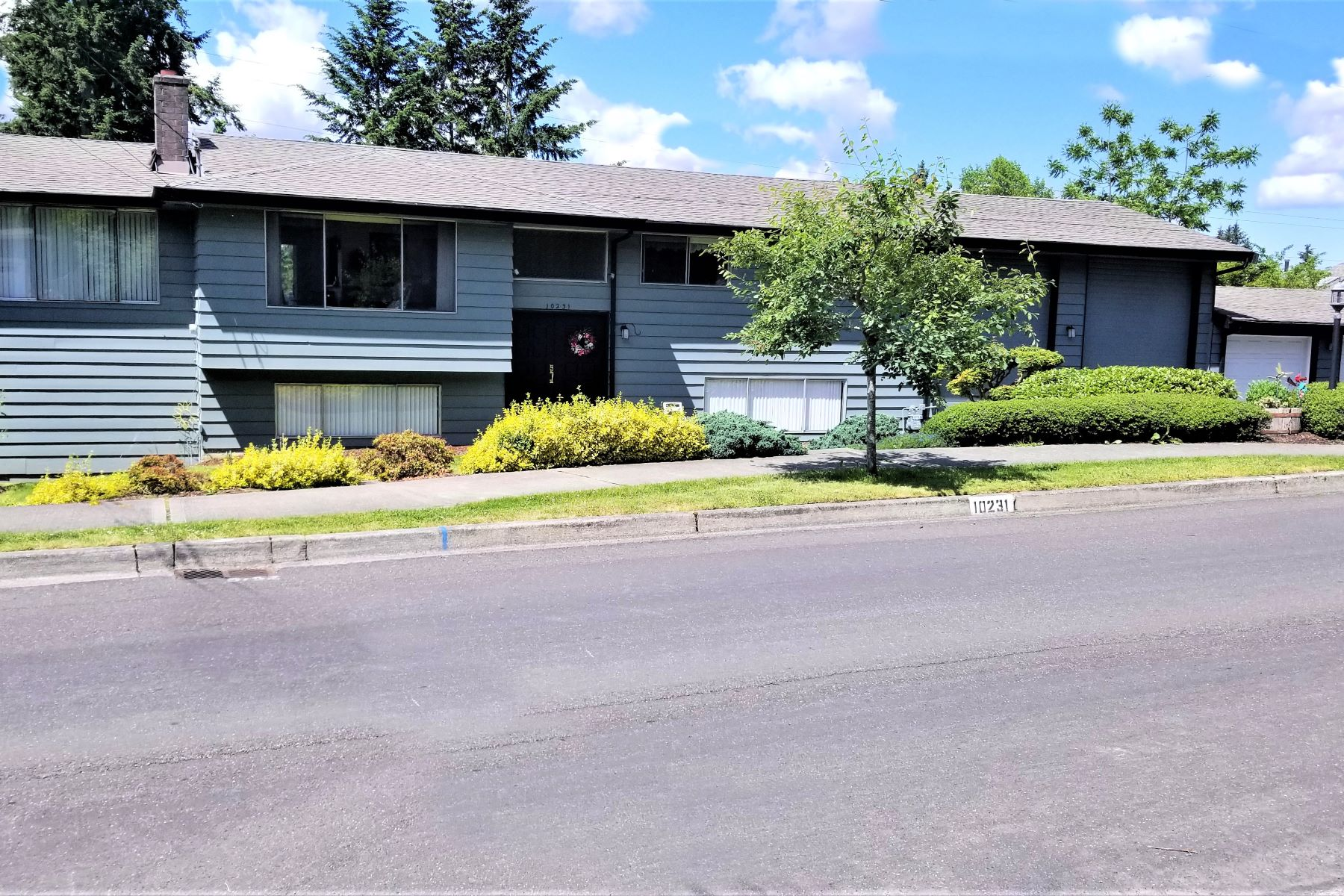 Single Family Homes のために 売買 アット Unique Rose Hill Opportunity 10231 126th Ave NE, Kirkland, ワシントン 98083 アメリカ