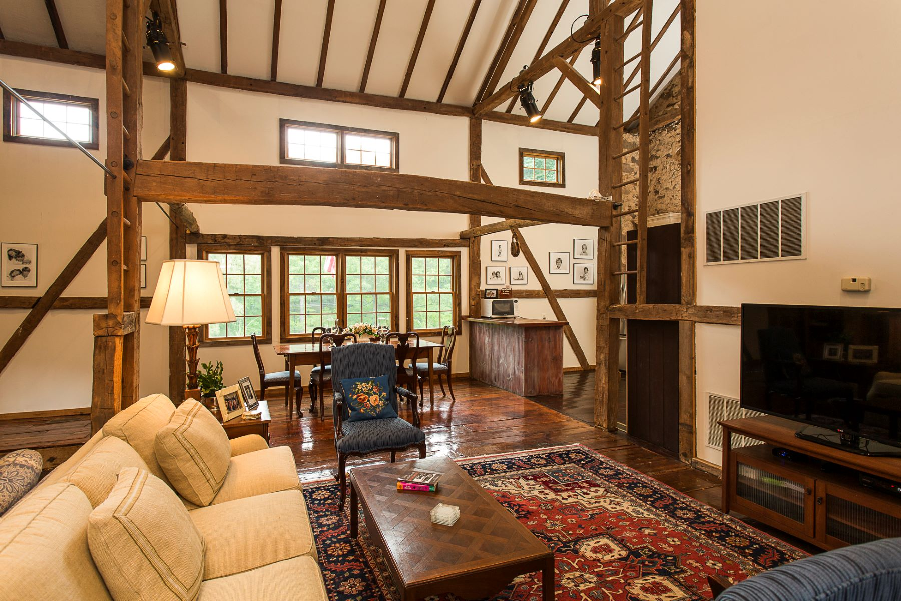 Additional photo for property listing at Beautifully Renovated Stone Barn Apartment 5694 Carversville Road B, Doylestown, Pennsylvania 18902 United States