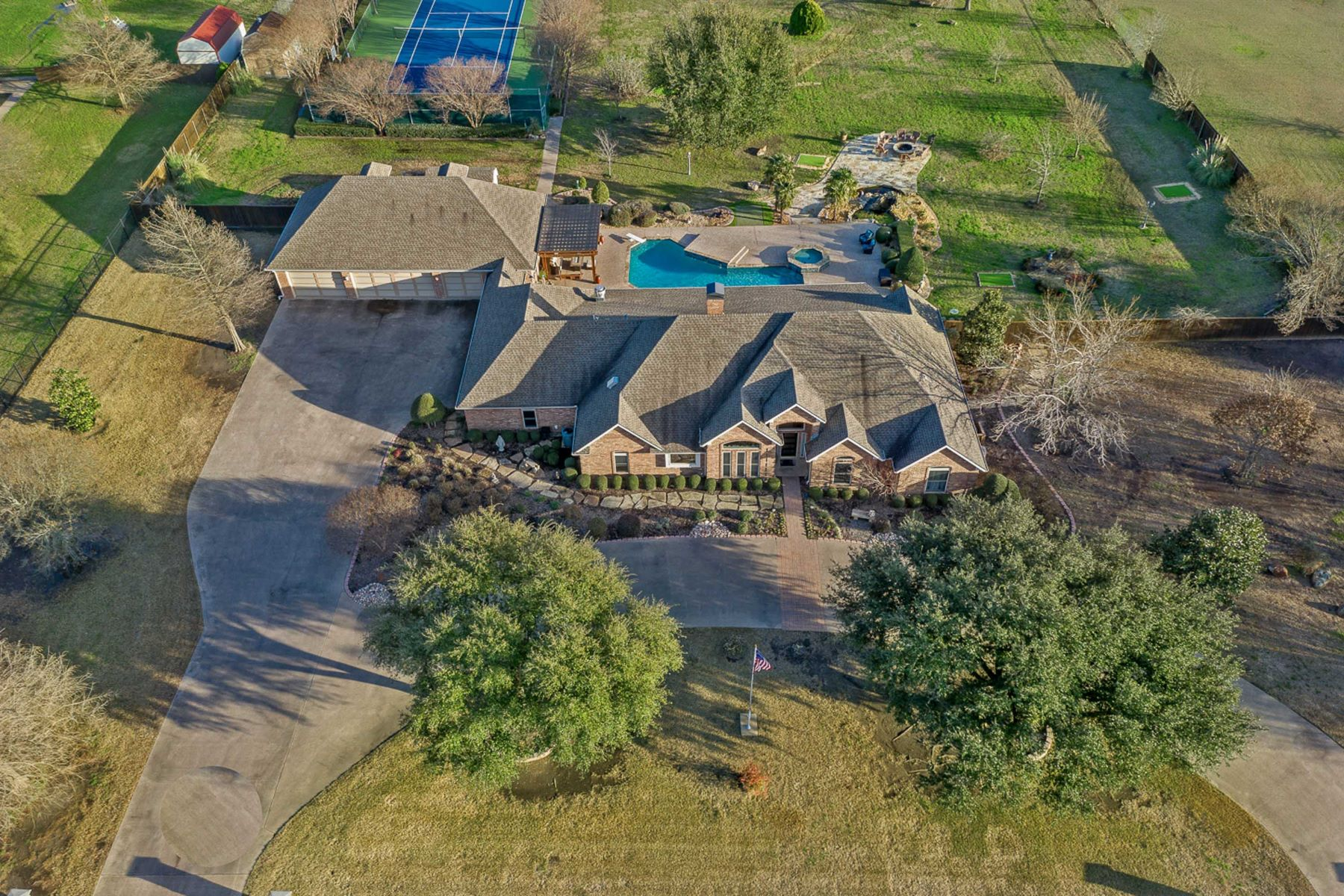 Single Family Homes for Active at OUTDOOR ENTERTAINMENT GALORE 108 Martinek Lane Palmer, Texas 75152 United States