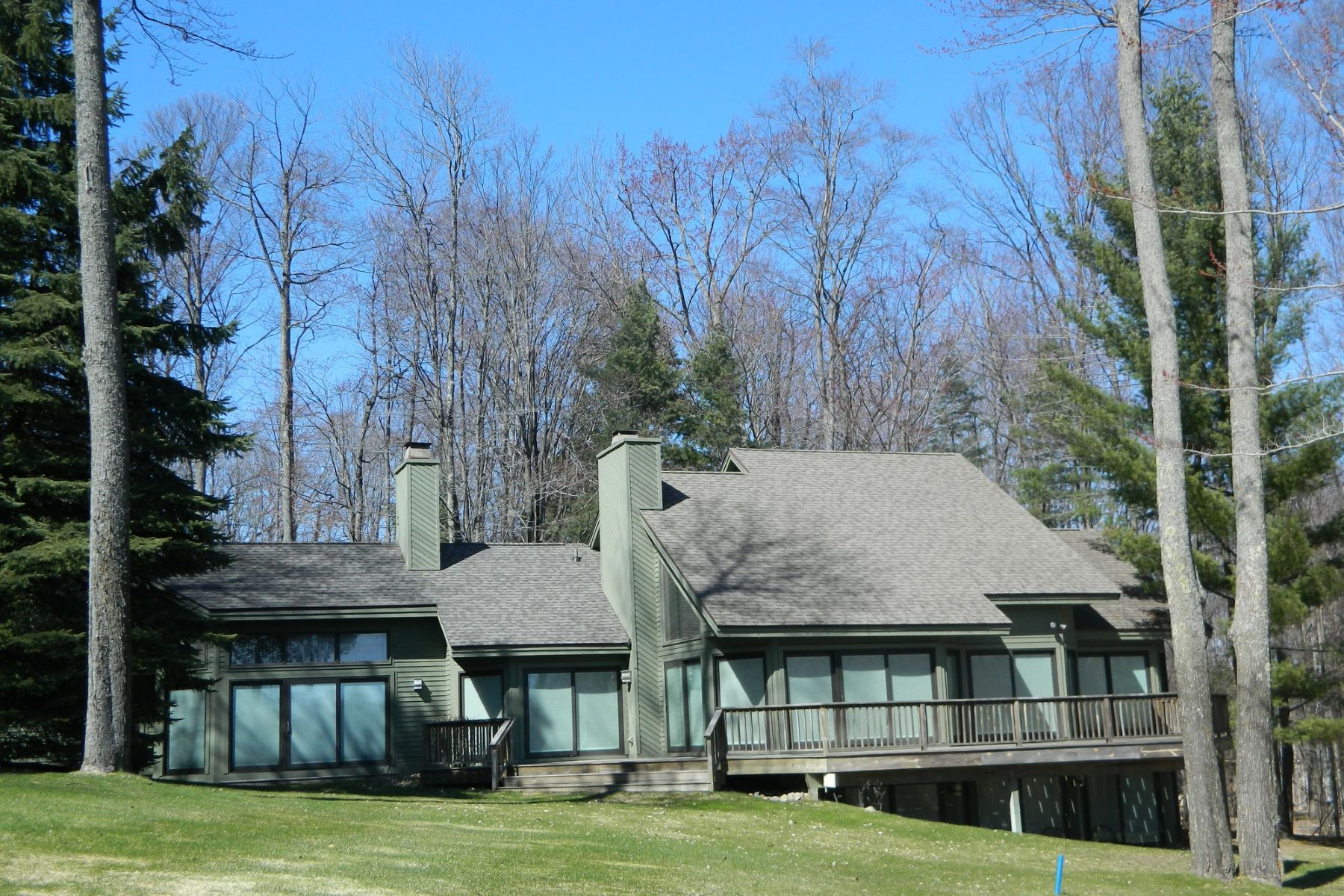 Otros residenciales por un Venta en 985 Heather Drive, Harbor Springas Harbor Springs, Michigan, 49740 Estados Unidos