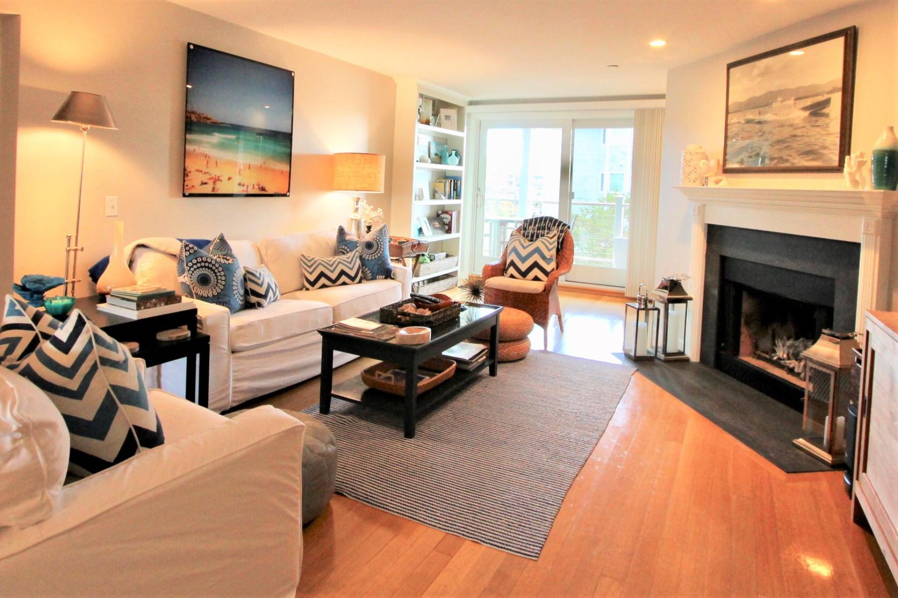 共管式独立产权公寓 为 销售 在 Coddington Landing 31 Coddington Wharf 22, 纽波特, 罗得岛, 02840 美国