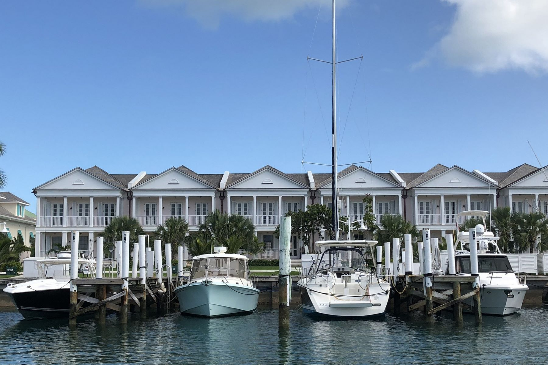 Additional photo for property listing at 14 Yacht Harbour Towhouse Lyford Cay, New Providence/Nassau Bahamas