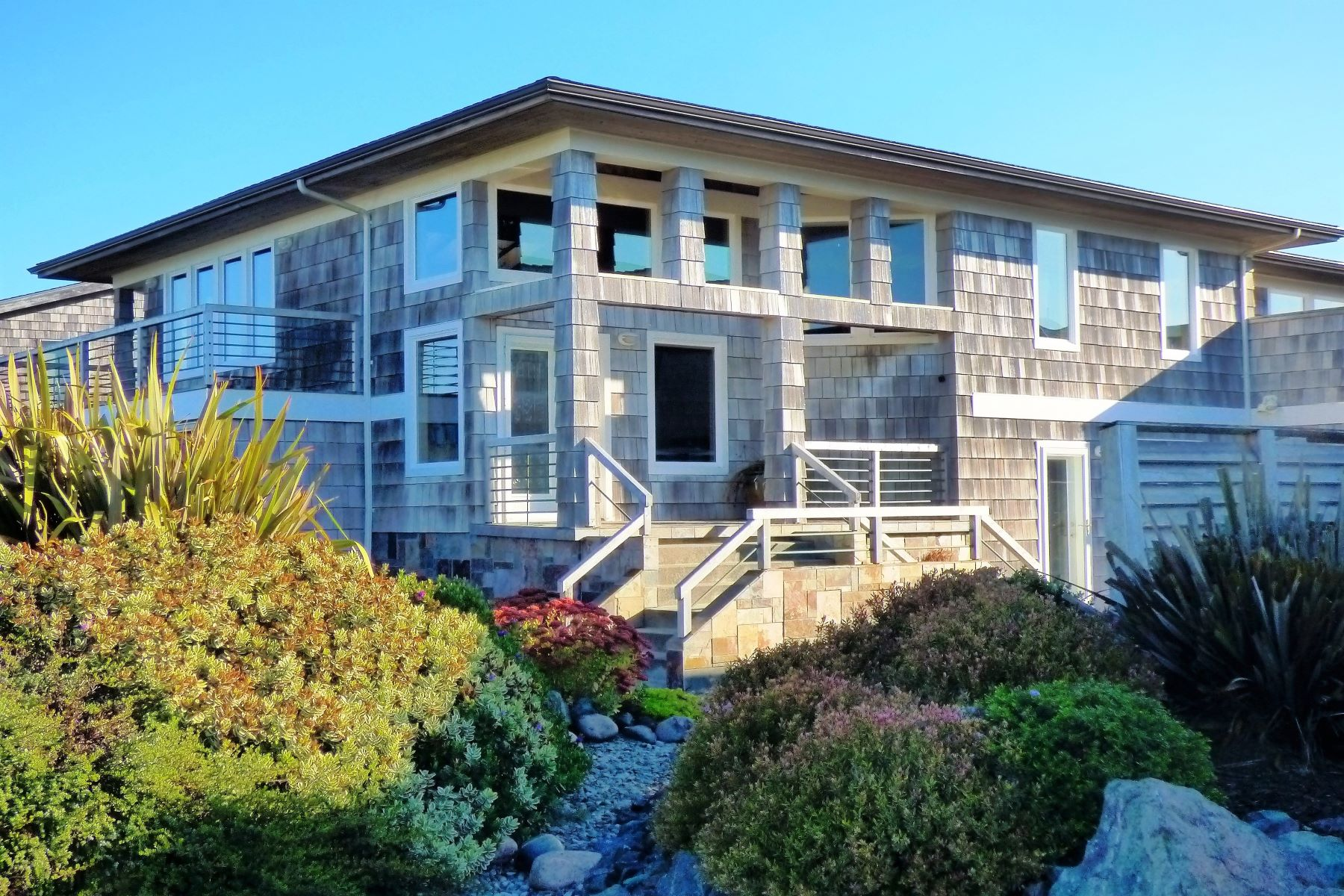 Single Family Homes para Venda às High Quality Ocean View Home 865 Portland Avenue, Bandon, Oregon 97411 Estados Unidos