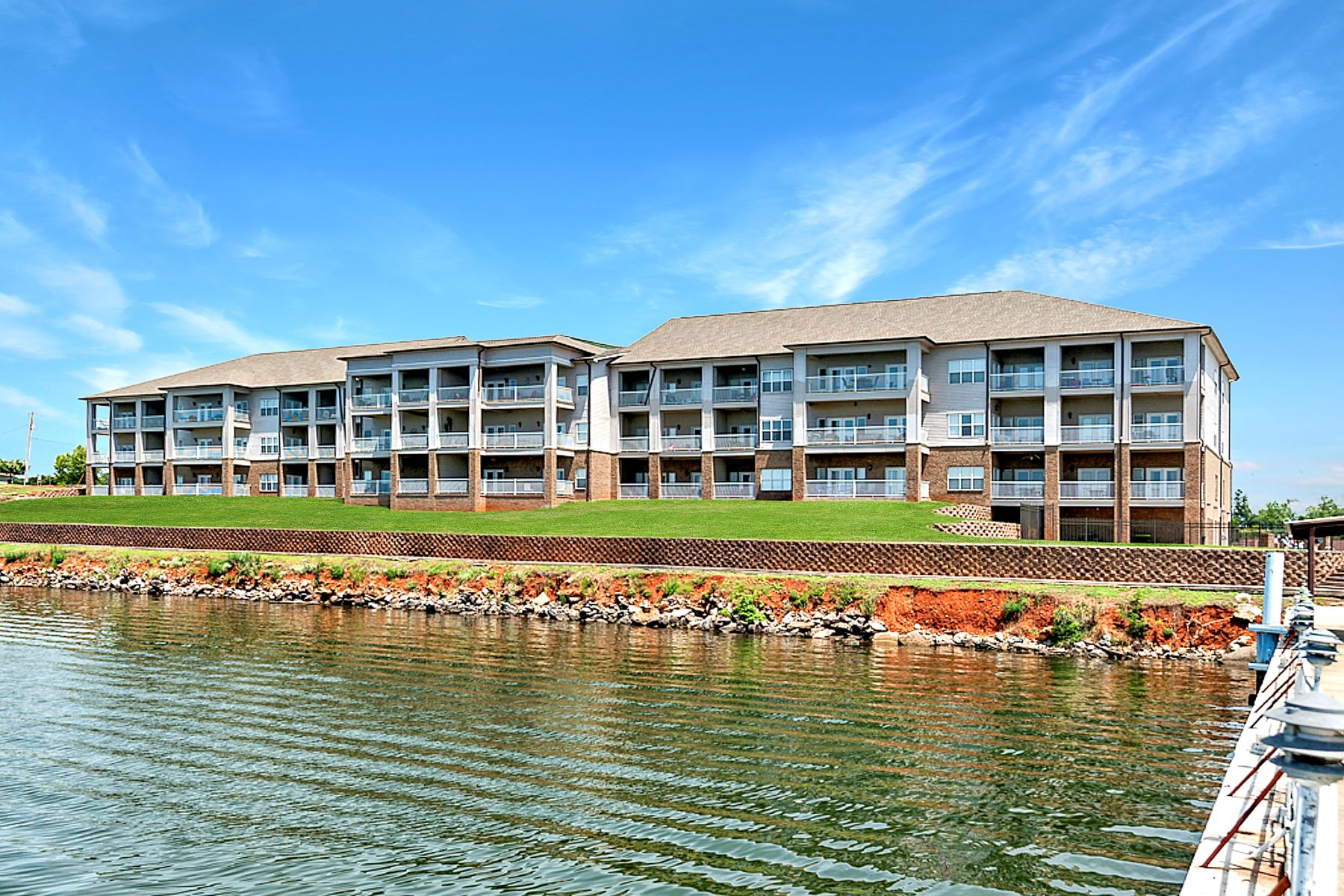 Condominiums por un Venta en 6122 Bay Village Unit 105 6122 Bay Village Dr Unit 105 Atenas, Alabama 35611 Estados Unidos