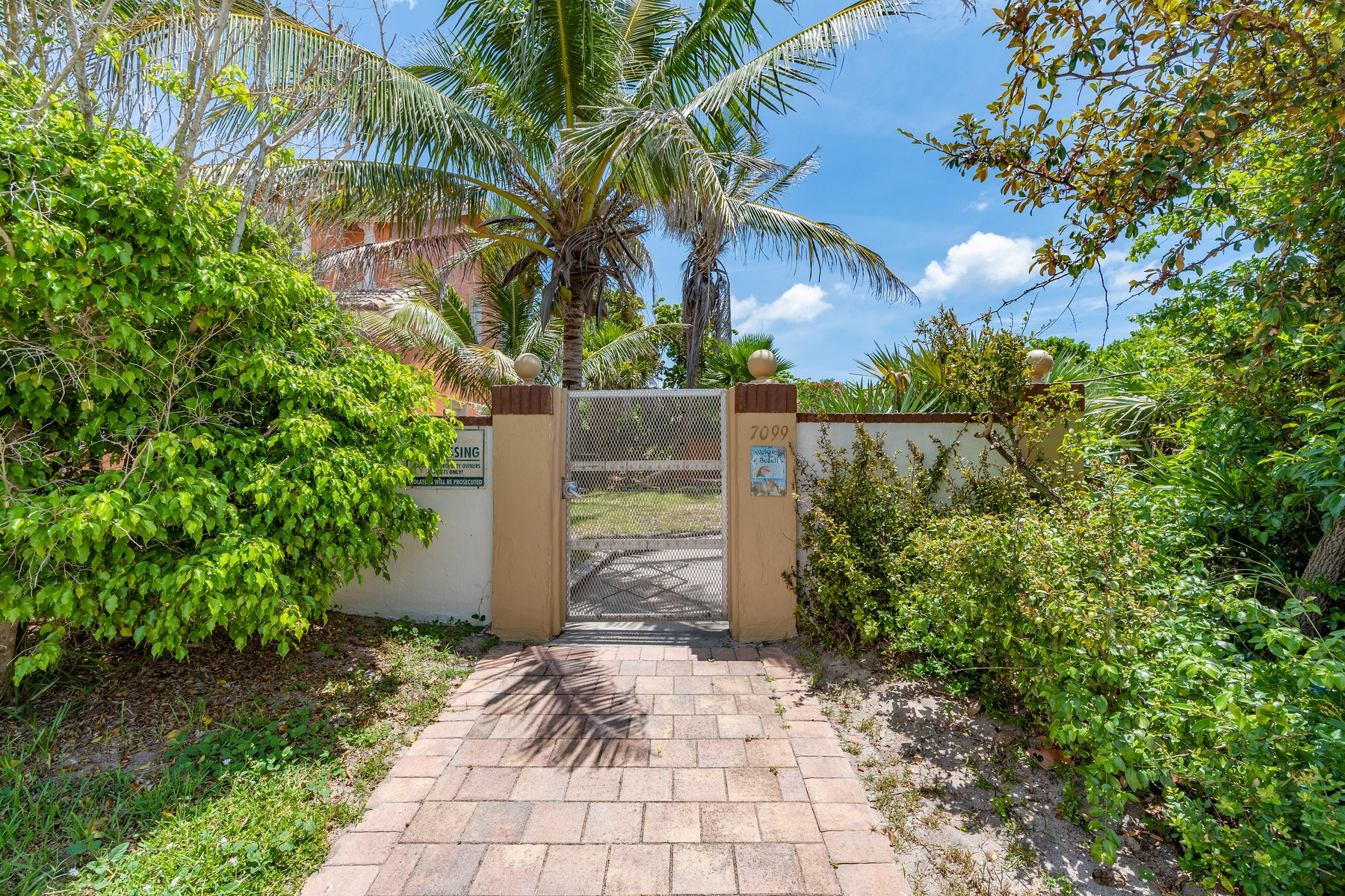 Additional photo for property listing at Courtyard Home in South Beaches 225 Woody Circle Melbourne Beach, Florida 32951 United States