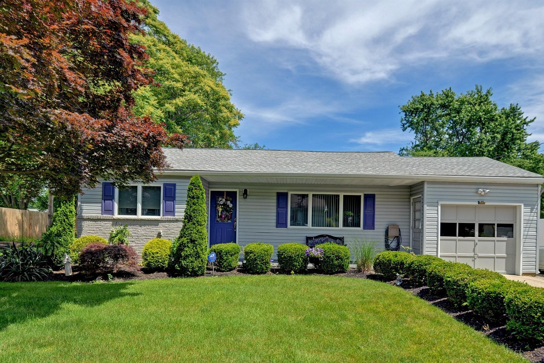 Частный односемейный дом для того Продажа на 107 Hazlet Avenue Hazlet, Нью-Джерси 07730 Соединенные Штаты