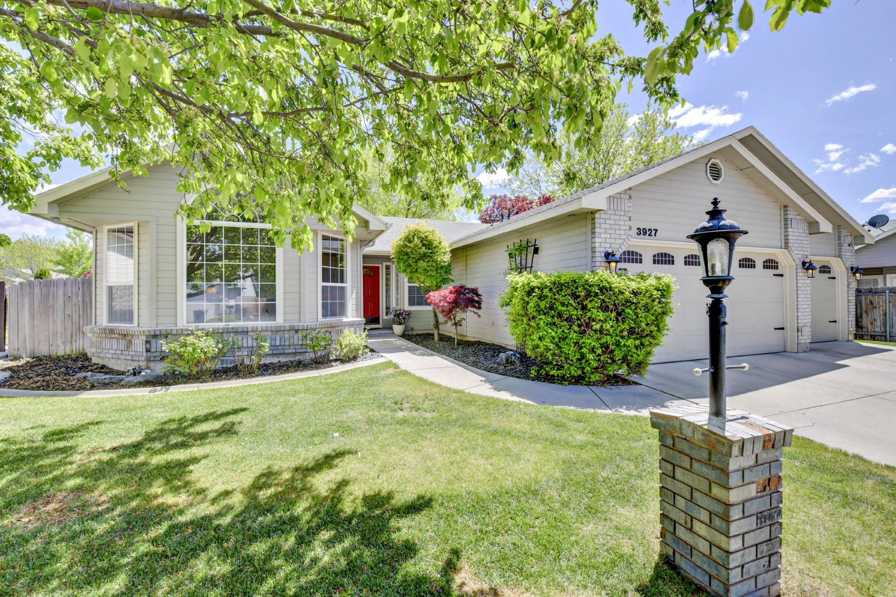 Single Family Home for Active at 3927 Big Creek Drive, Meridian 3927 W Big Creek Dr Meridian, Idaho 83642 United States