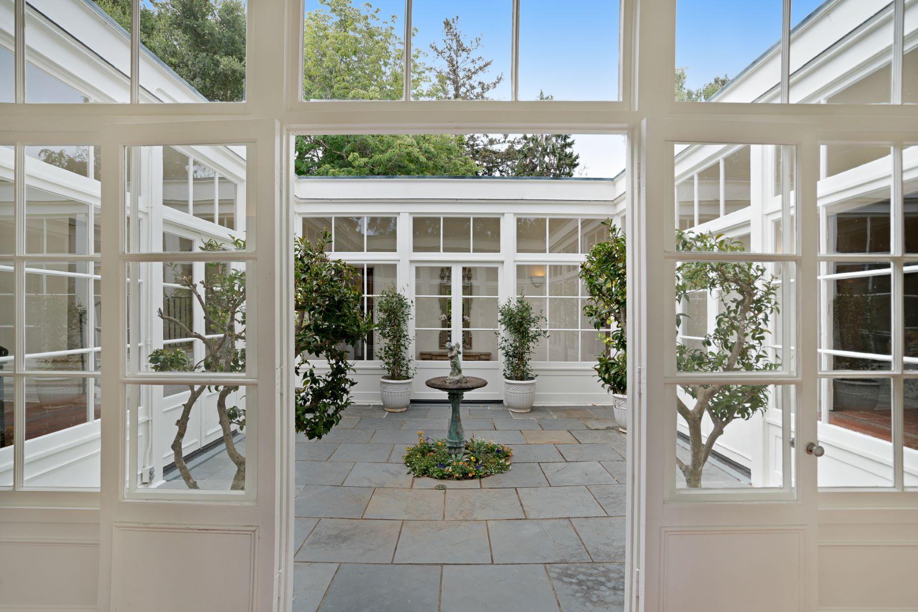 独户住宅 为 销售 在 980 Baileyana Road 希尔斯伯勒, 加利福尼亚州, 94010 美国